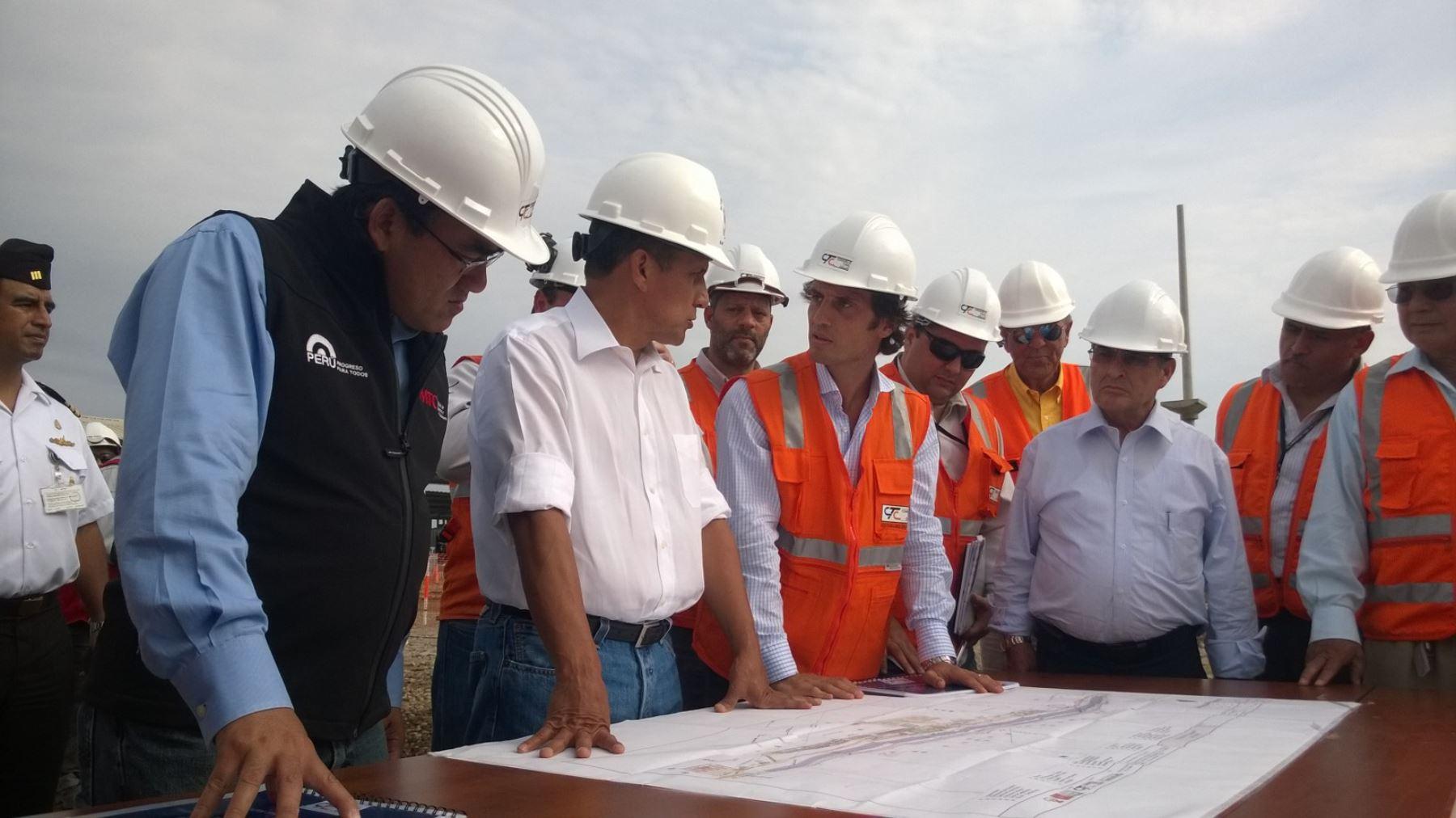 Presidente Ollanta Humala y el ministro de Transportes, José Gallardo, inspeccionaron obras de construcción del túnel subterráneo en avenida Gambetta, Callao.