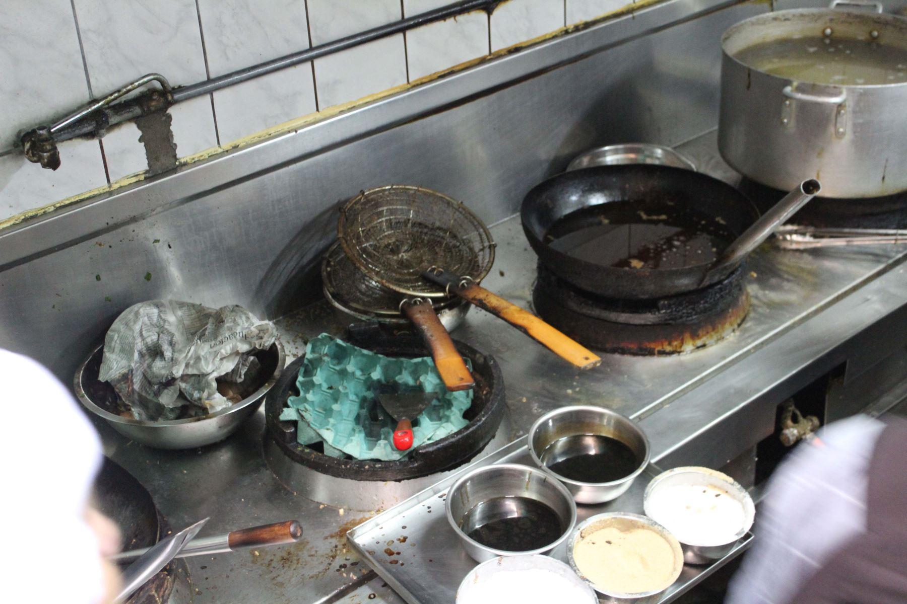 Por falta de higiene clausuran chifa y pollería en Los Olivos. Foto: Difusión