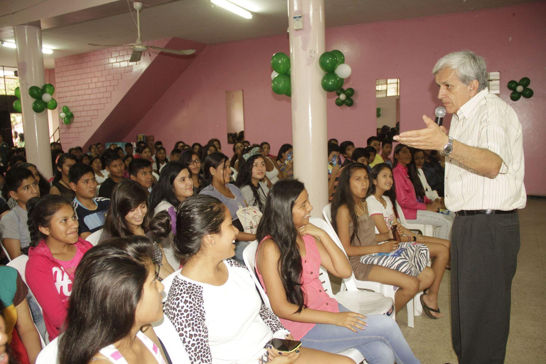 Brindan Talleres Motivacionales Para La Juventud Del Callao