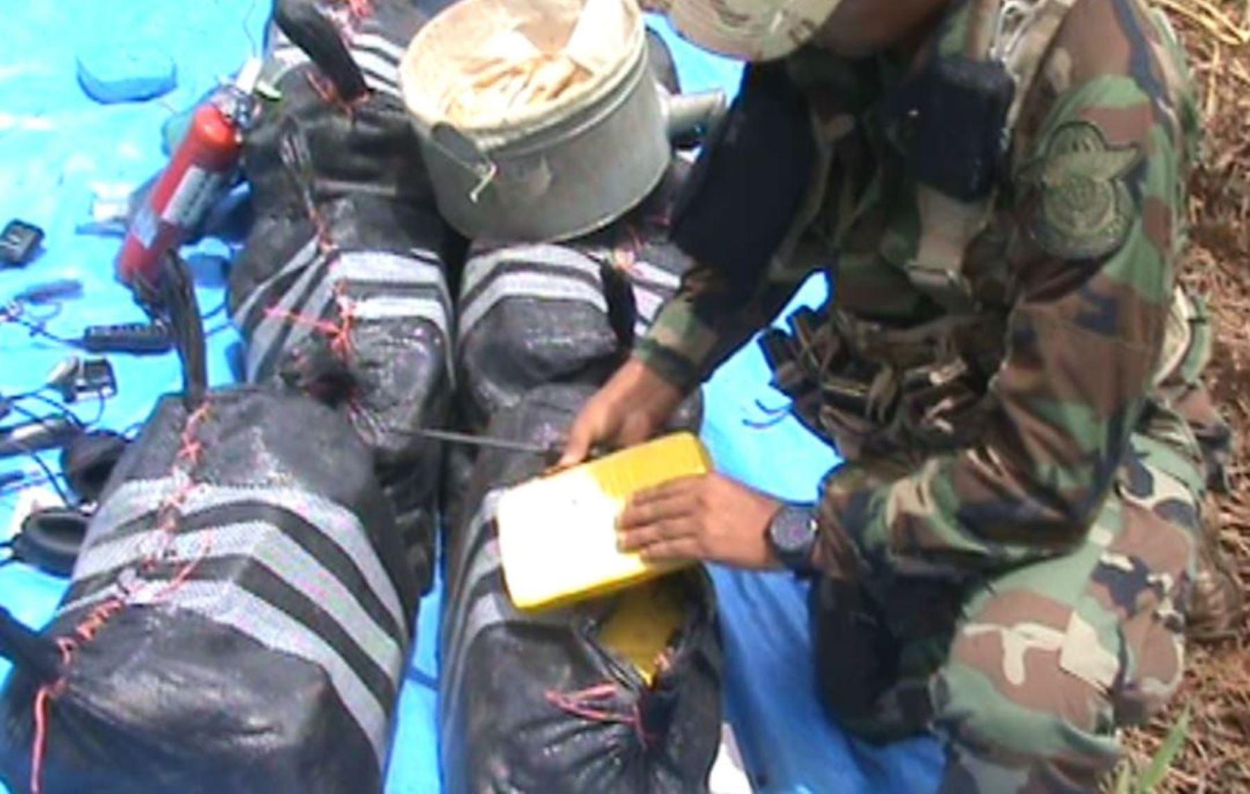 Policía decomisó 288.8 kilos de cocaína del interior de la avioneta intervenida en el Vraem. Foto: ANDINA.