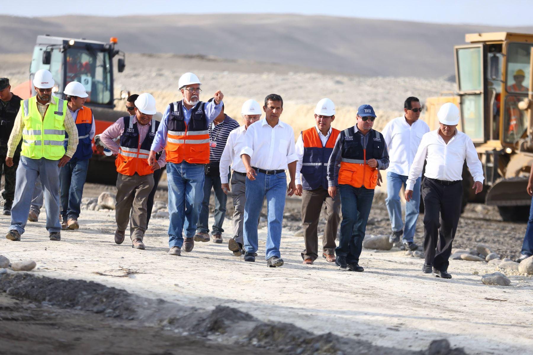 Presidente Ollanta Humala Tasso inspeccionó en Pisco las obras en la Red Vial N° 6 Pucusana - Cerro Azul- Ica.