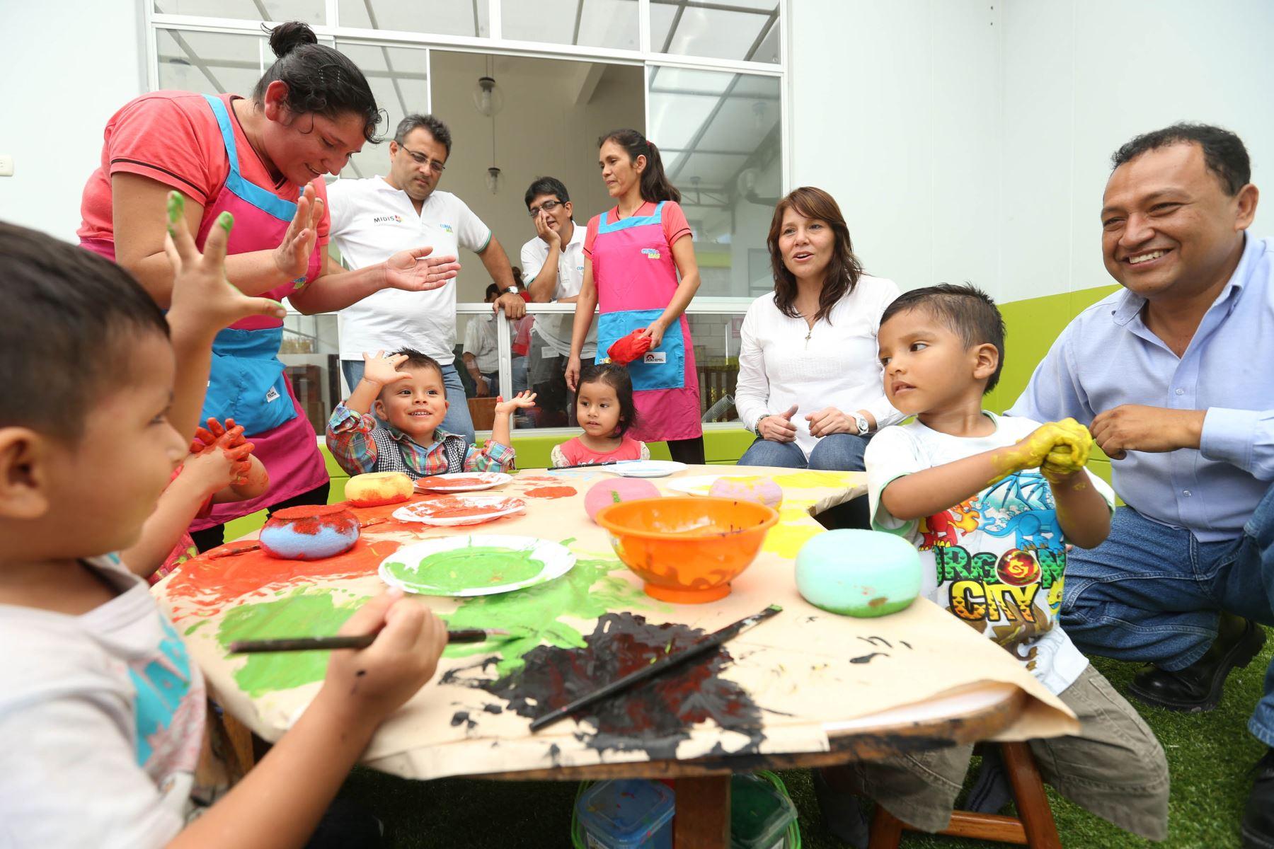 Ministra Paola Bustamante destaca importancia de programa Cuna Más.