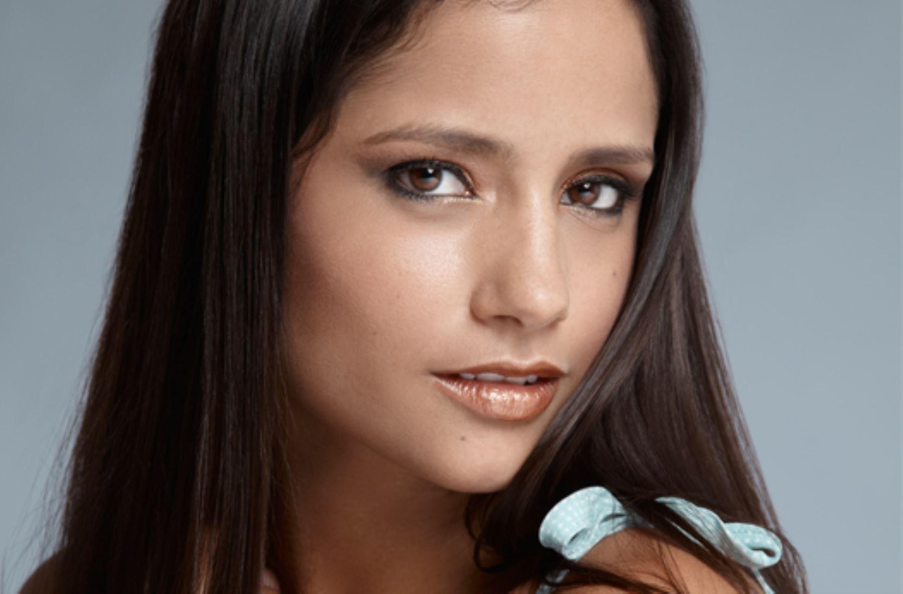 Melania Urbina Nude Photos 40