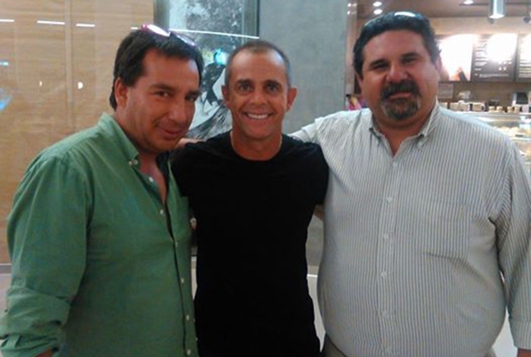 """Julinho y los productores de la cinta """"La Academia""""."""