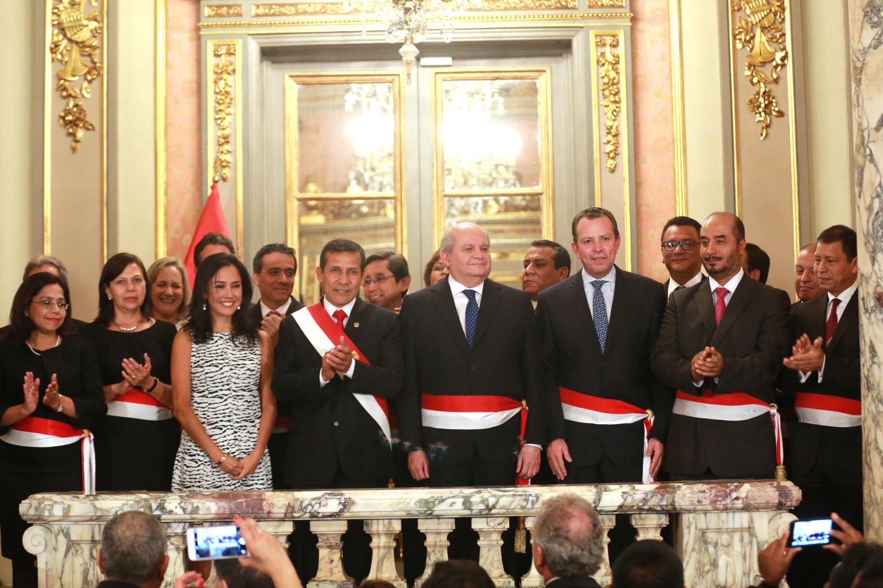 Presidente Humala junto al nuevo Gabinete ministerial encabezado por Pedro Cateriano Bellido. Foto: Presidencia.