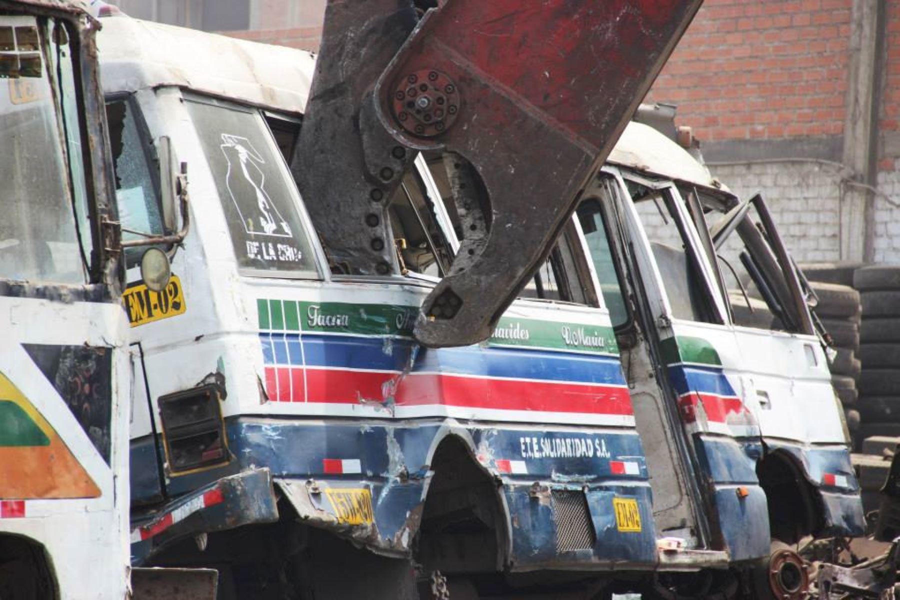 Es urgente acabar con los vehículos infractores que permanecen por años en los depósitos, con multas impagables, señaló representante de ATU. Foto: ANDINA/Difusión