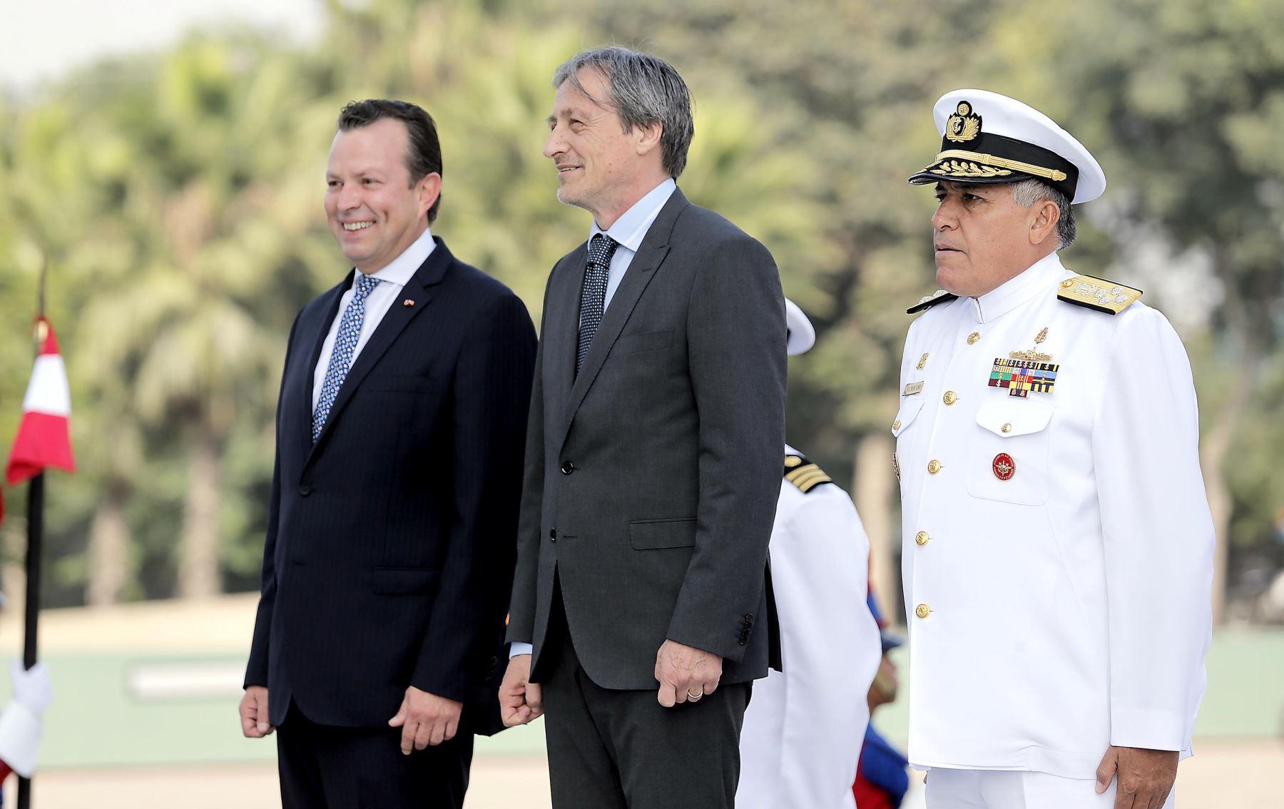 Ministro de Defensa, Jakke Valakivi y su homólogo de la República Checa, Martin Stropnicky se reúnen en Lima. Foto: Mindef.