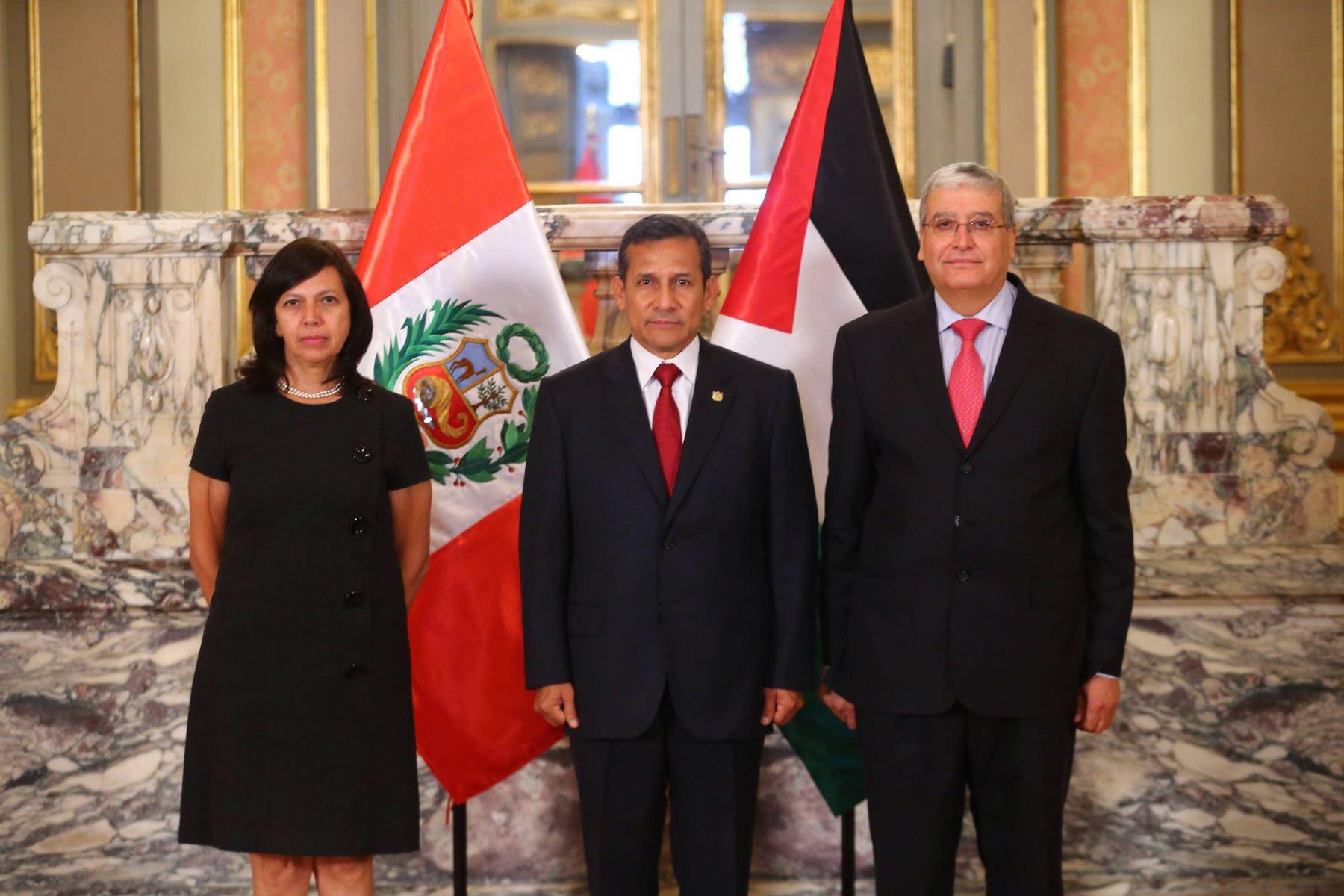 Presidente Ollanta Humala recibe cartas credenciales de embajador del Estado de Palestina, Walid Ibrahim Muaqqa.