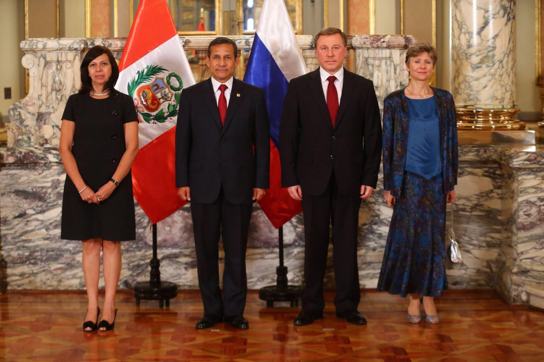 Presidente Ollanta Humala recibe cartas credenciales de embajador de la Federación Rusa, Andrey A. Guskov.