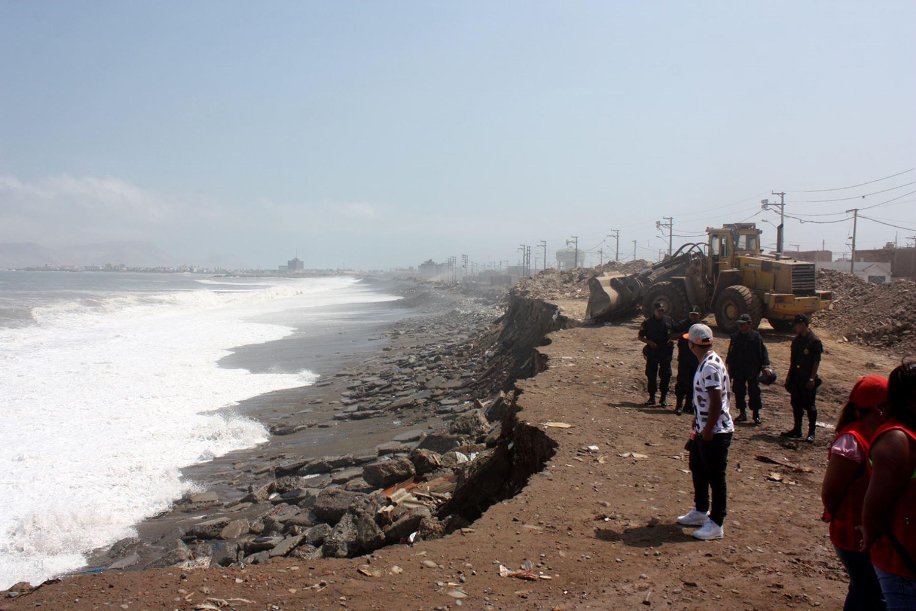 La ocurrencia de oleaje ligero del suroeste se espera desde esta  madrugada  en el litoral sur y en la tarde del mismo día en el litoral centro, mientras que en la tarde de mañana martes 24 de setiembre en el litoral norte, informó la Dirección de Hidrografía y Navegación (DHN) de la Marina de Guerra del Perú.ANDINA/Difusión