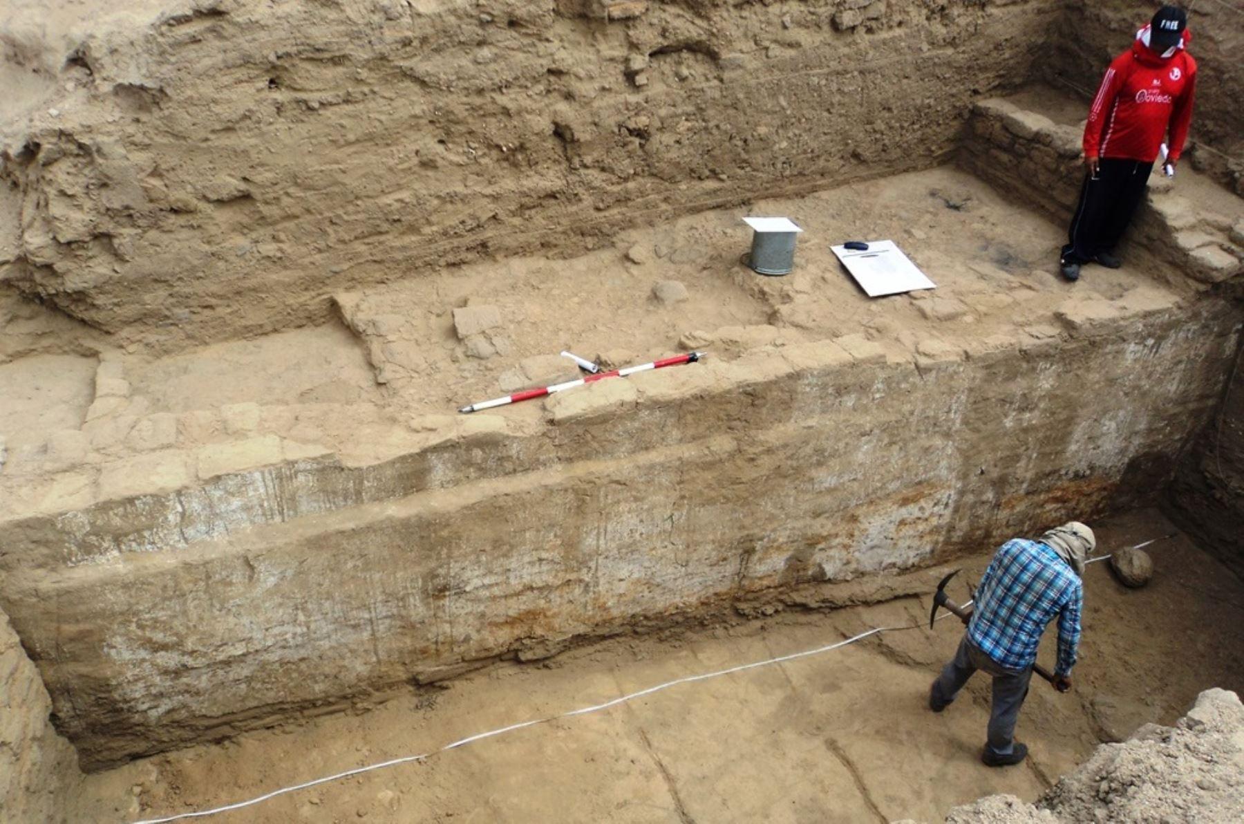 Se han hallado evidencias que podrían corresponder a pequeños templos de origen Moche en el cerro Mata Indio, en Zaña, Lambayeque, afirma Walter Alva. ANDINA