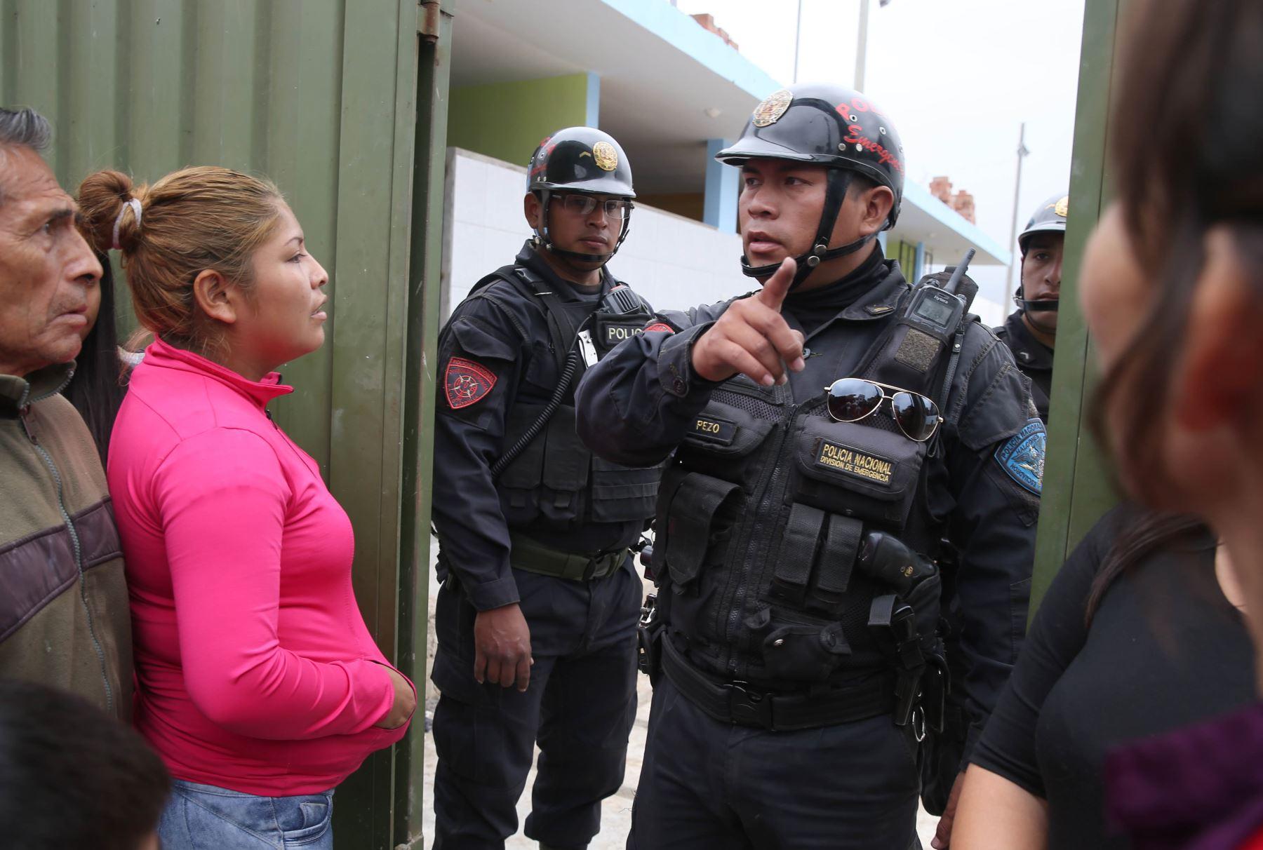Efectivos de la PNP custodiarán a colegios públicos y privados de San Juan de Lurigancho. ANDINA/Oscar Farje
