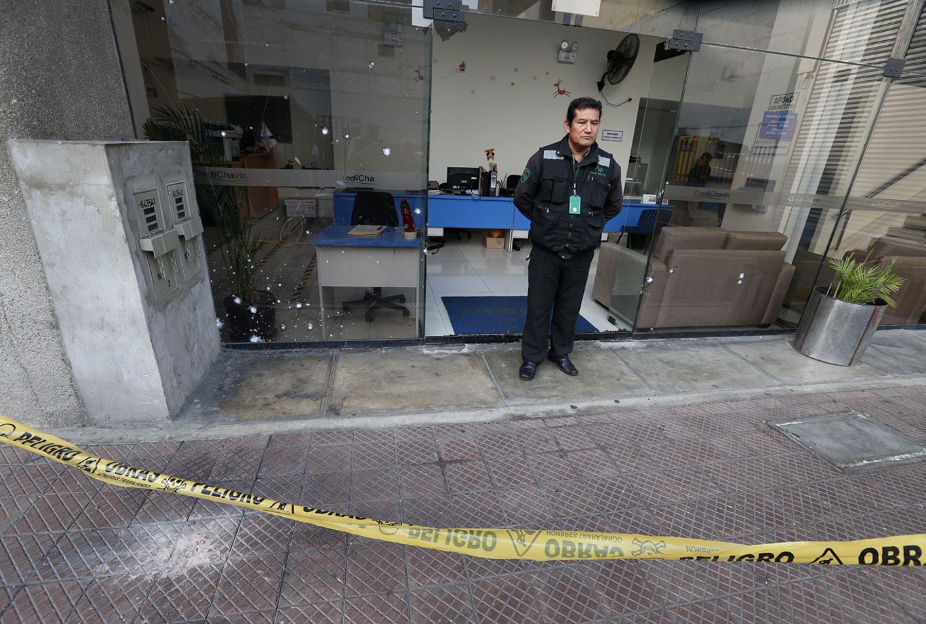 LIMA,PERÚ-MAYO 25.Explosión de granada en calle Tarata alarma a vecinos de Miraflores.Foto:ANDINA/Norman Cordova