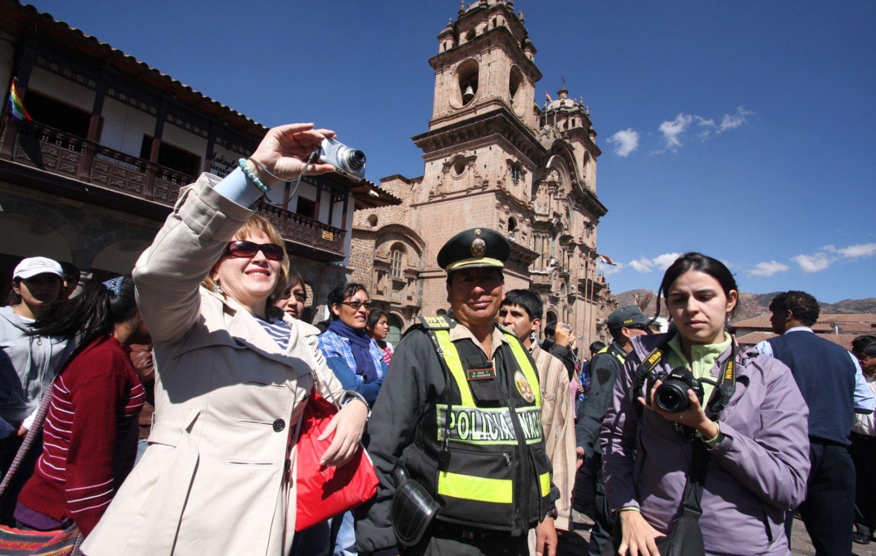 La Policía garantiza la seguridad de los turistas que visiten Cusco durante su mes jubilar. ANDINA/Percy Hurtado