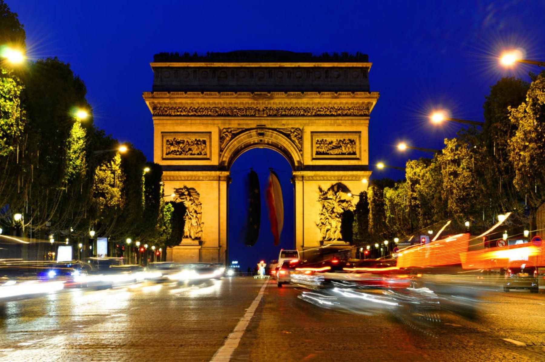 Paris se ha propuesto crear más espacios verdes para disminuir las temperaturas. /Medios