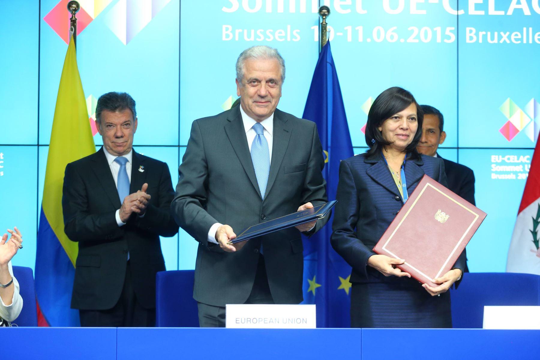Gobierno del Perú firma acuerdo con la UE ´para exonerar visa Schengen