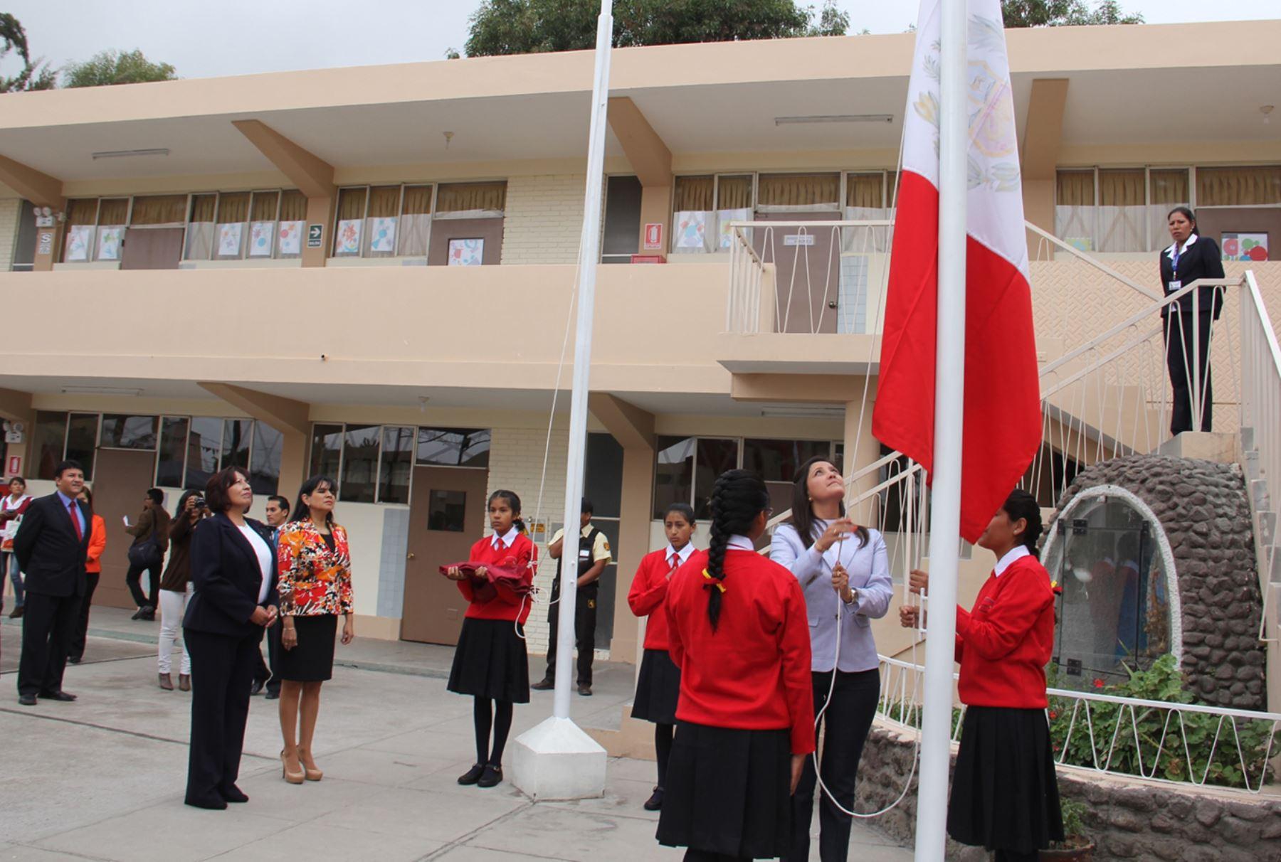 La gobernadora de Arequipa, Yamila Osorio inauguró hoy el año escolar en el COAR Arequipa. ANDINA/Rocío Méndez