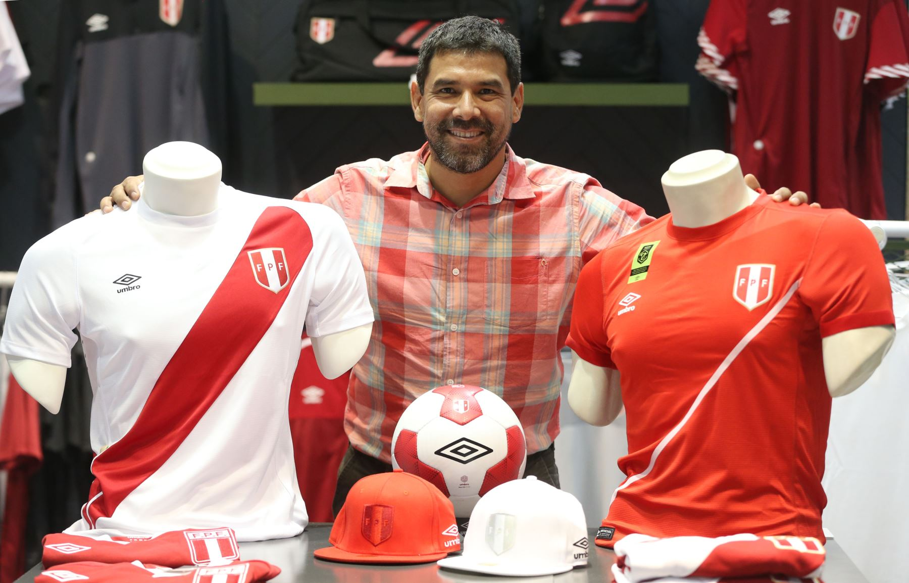 size 40 041c2 25d6d Sales of Peru soccer jerseys up 100% due to national squad ...