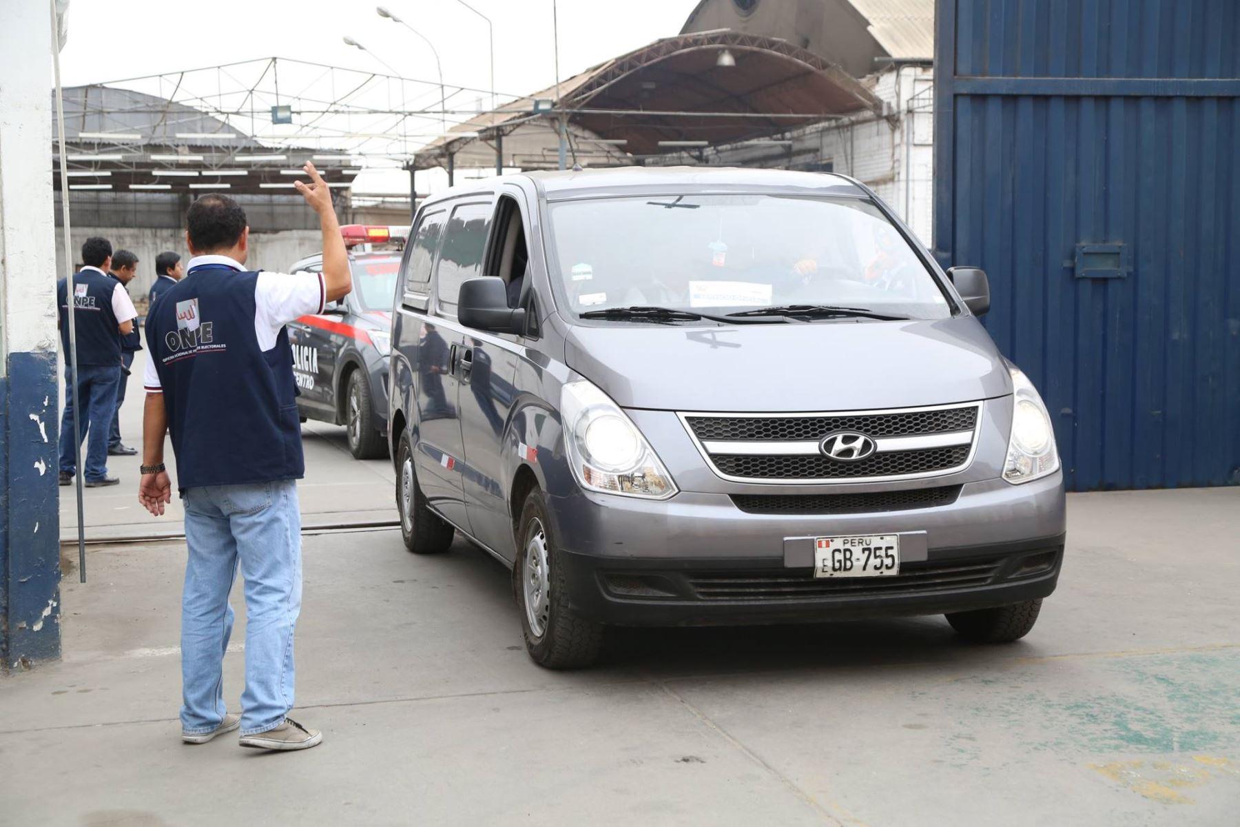 Destinos de primer despliegue del material electoral es la  ORC de la ONPE Ica y  ODPE) Utcubamba, Amazonas.