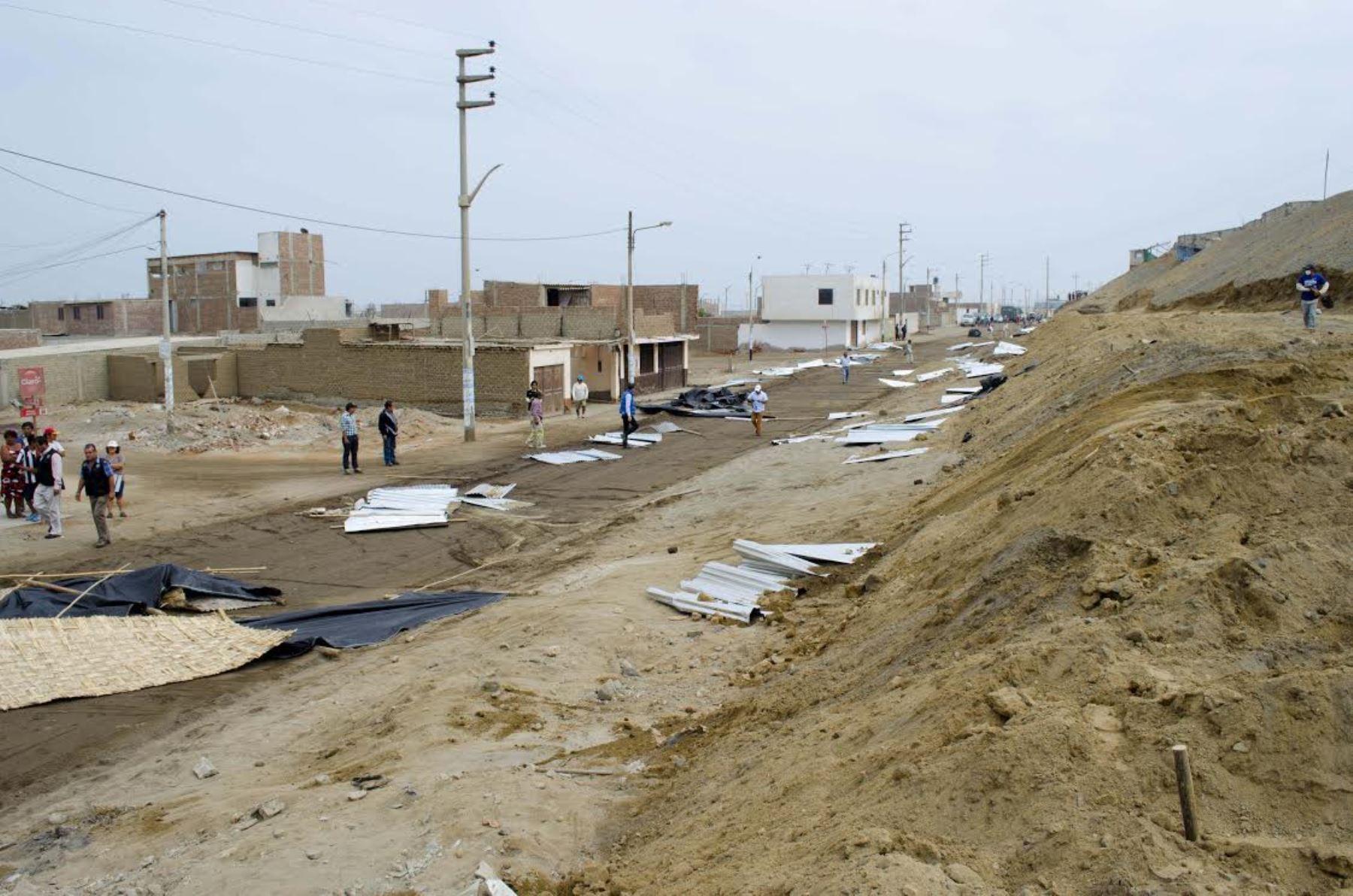 El Ministerio de Cultura desaloja a invasores de una zona arqueológica de Huanchaco, en la provincia de Trujillo.Foto  ANDINA/Difusión
