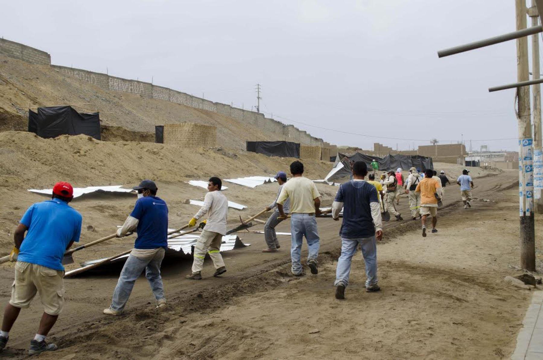 El Ministerio de Cultura desaloja a invasores de una zona arqueológica de Huanchaco, en la provincia de Trujillo. ANDINA/Difusión