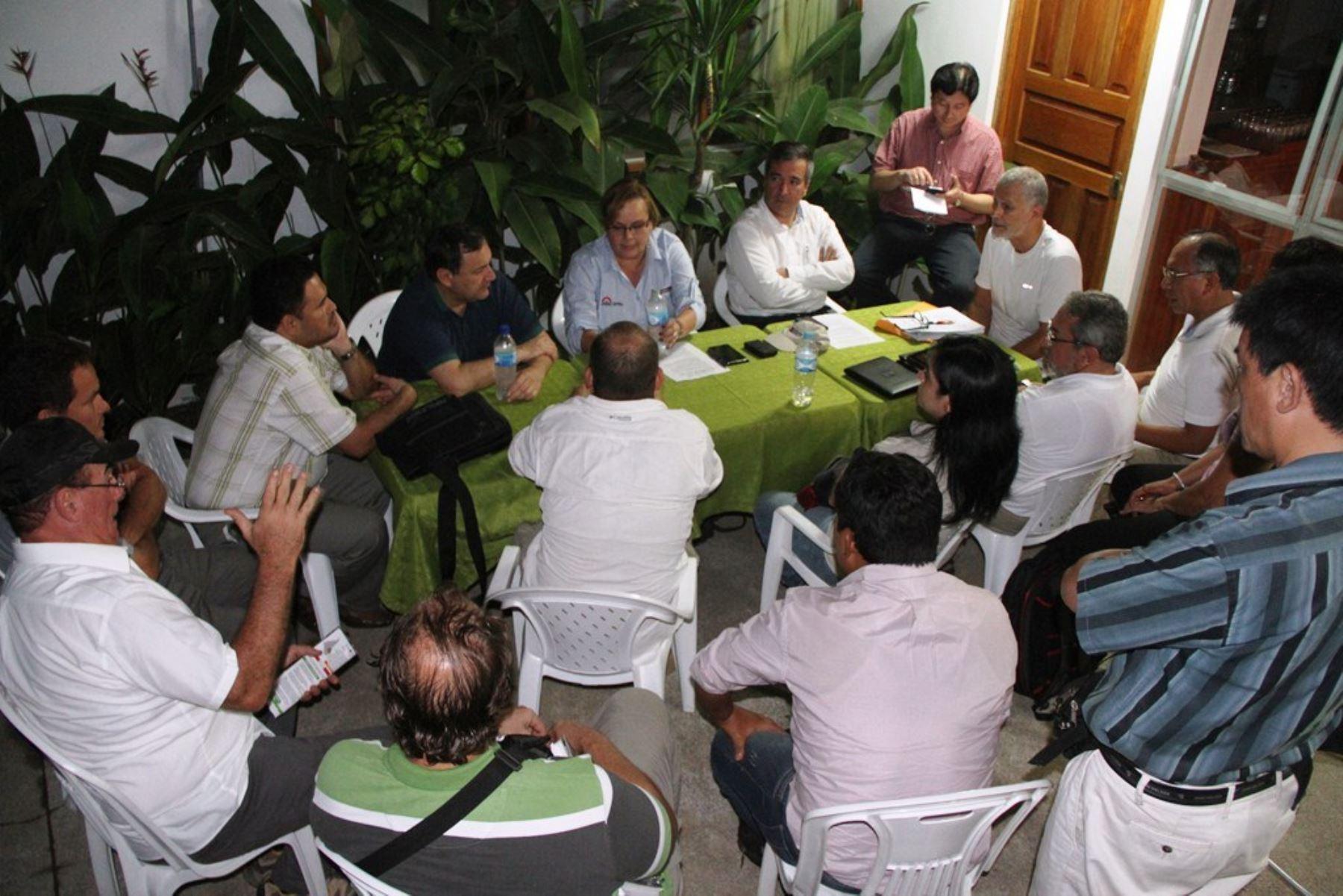 Ministra Rosa María Ortiz se reunió en Puerto Maldonado con empresarios y productores forestales, madereros, castañeros y del sector turismo.