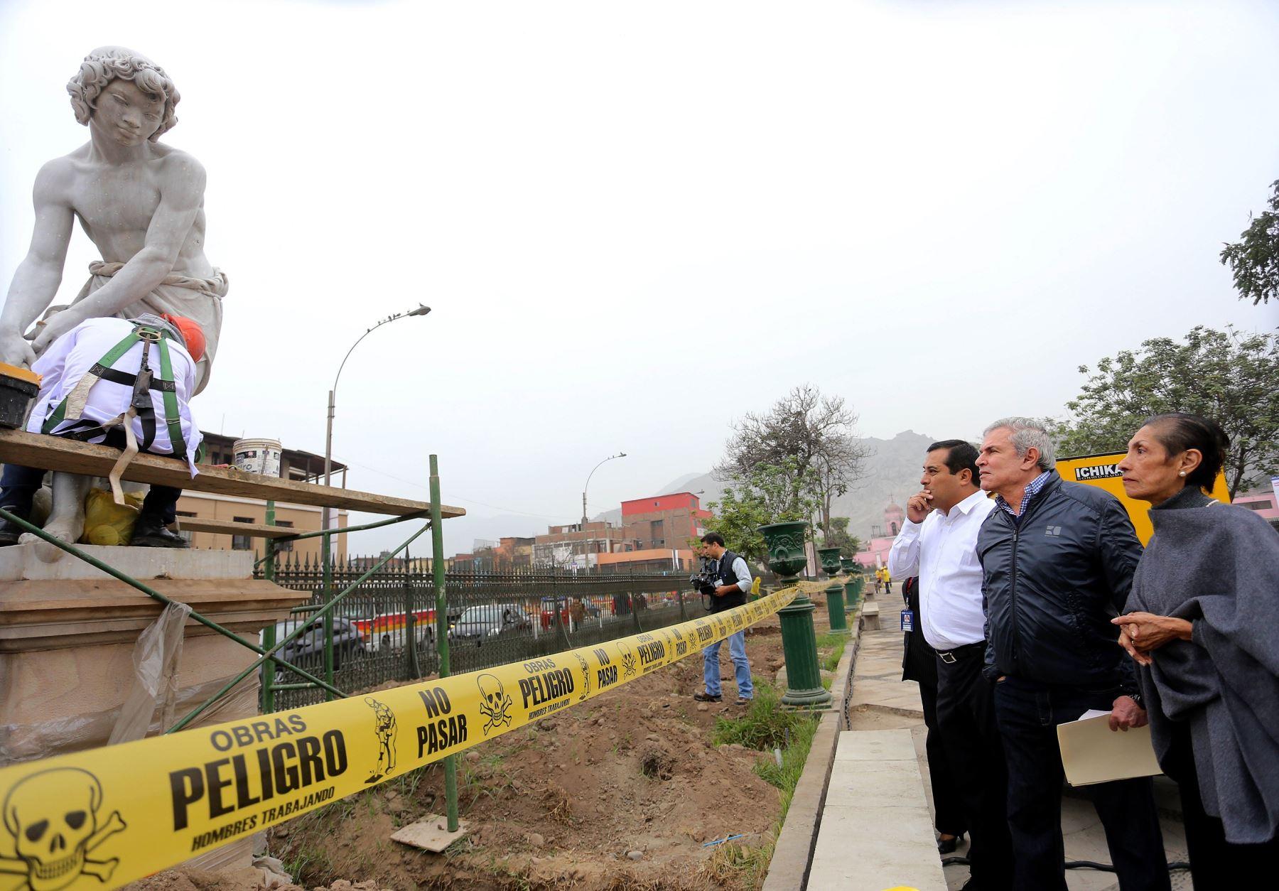 Alcalde de Lima, Luis Castañeda supervisó trabajo en Alameda de los Descalzos. Foto: Municipalidad de Lima.
