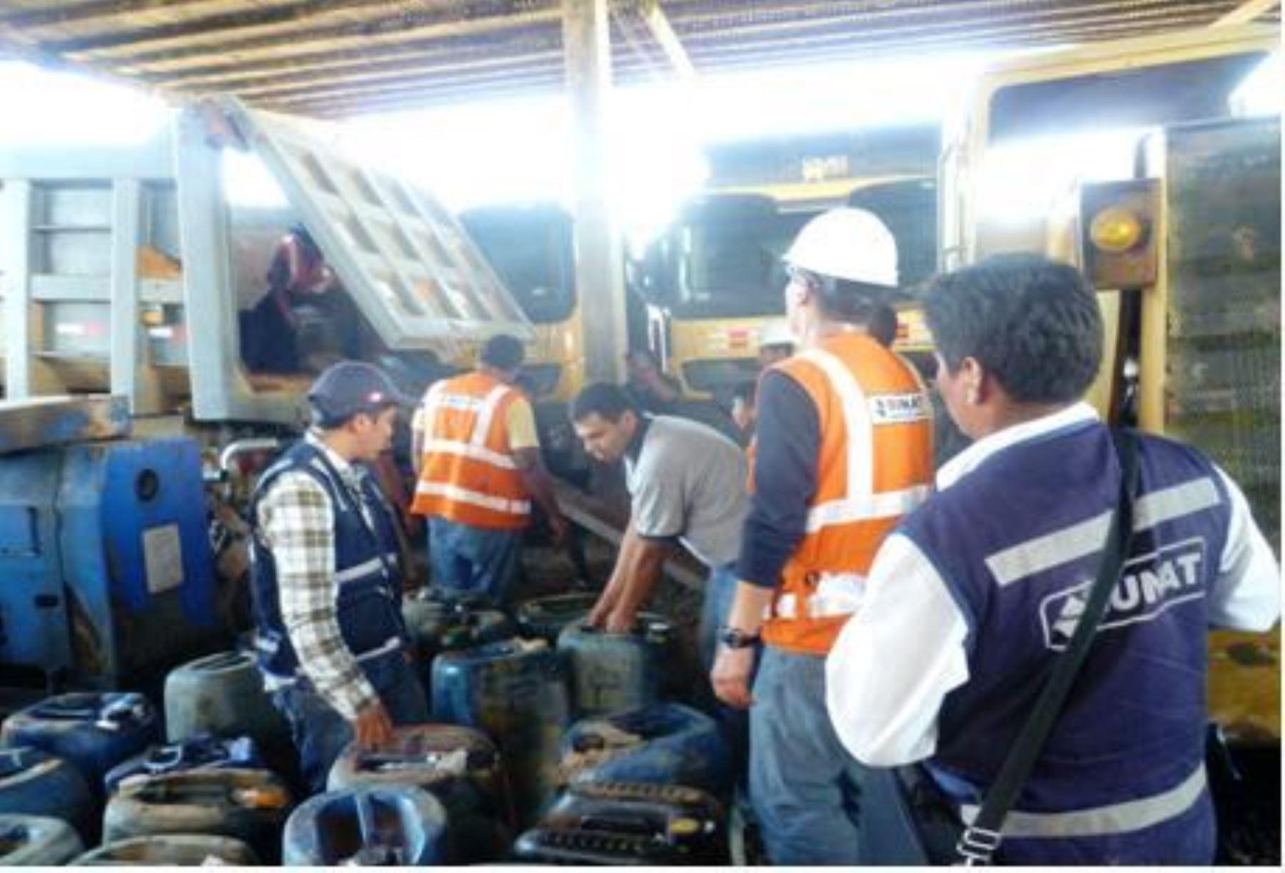 Incautan 68 kilos de mercurio y 2,400 galones de combustible en Madre de Dios. Foto: ANDINA/Difusión.