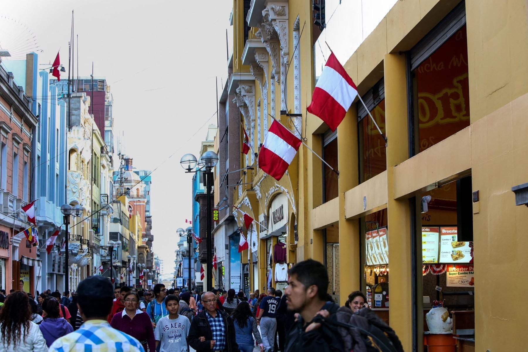 Bicentenario: disponen embanderamiento de La Molina, Lince y San Miguel