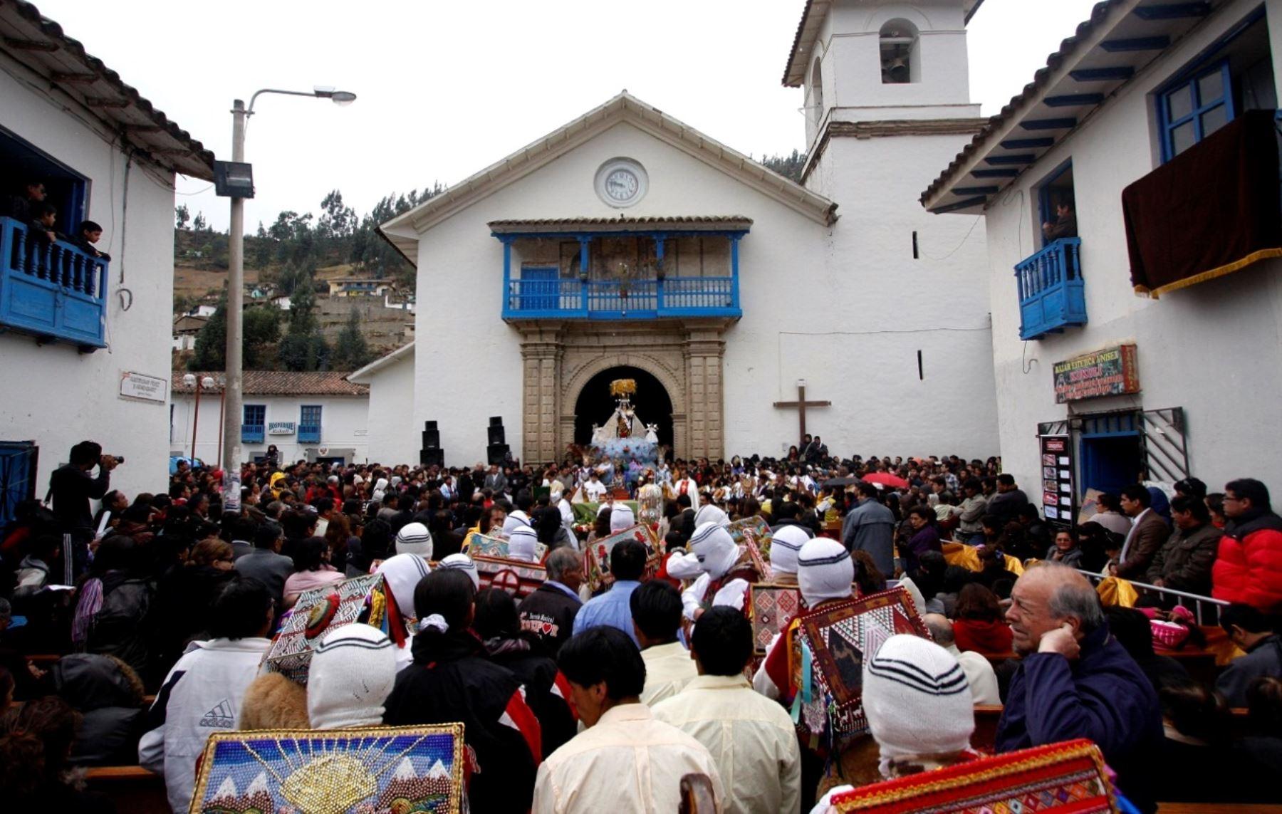 Miles de devotos y viajeros se congregan en Paucartambo para participar de actos por fiesta de la Virgen del Carmen. ANDINA/Percy Hurtado