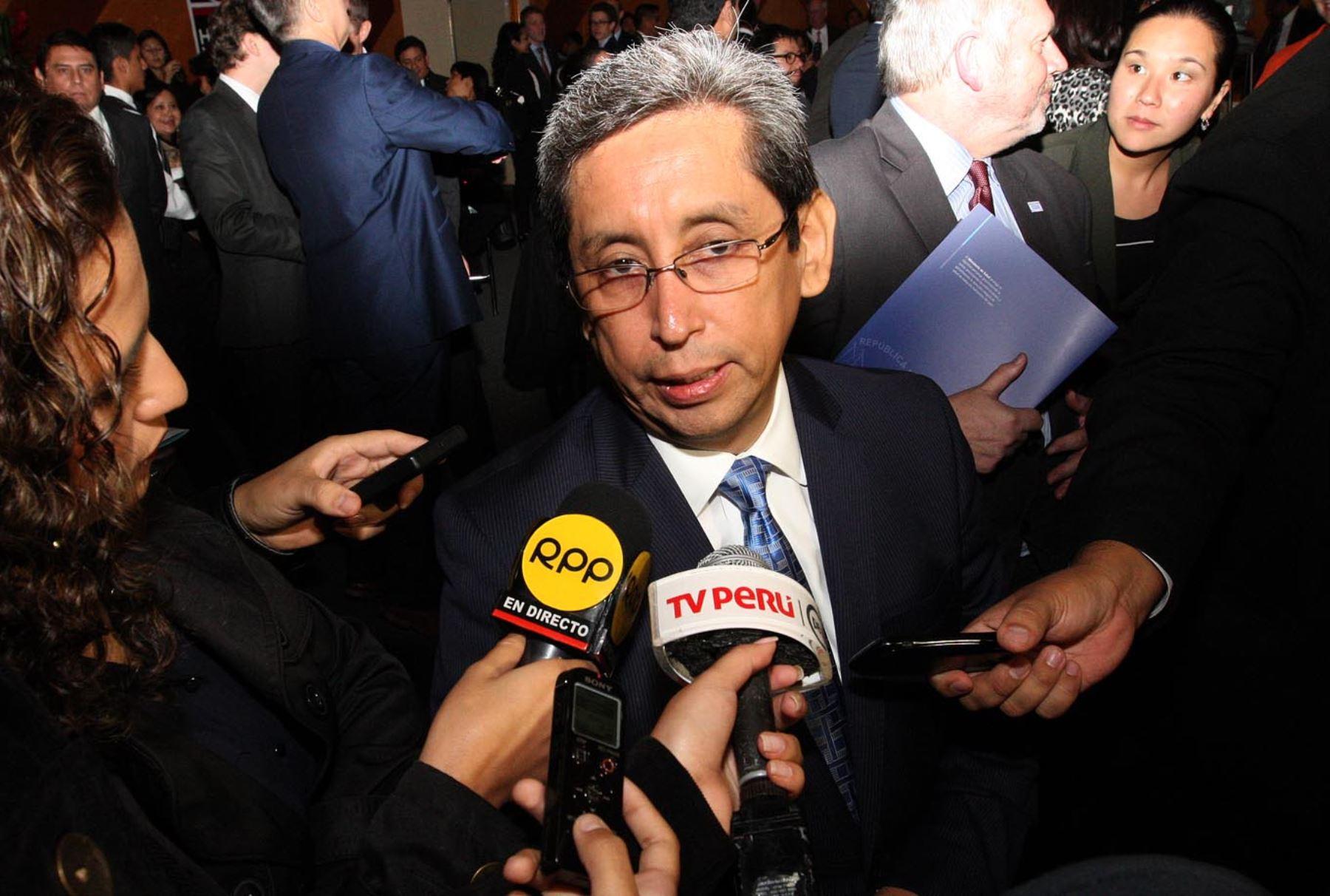 LIMA,PERÚ-JULIO 16.Ministro de Salud Anibal Velasquez, suscribe convenio de relación extrategica con el Reino Unido.Foto:ANDINA/Héctor Vinces.