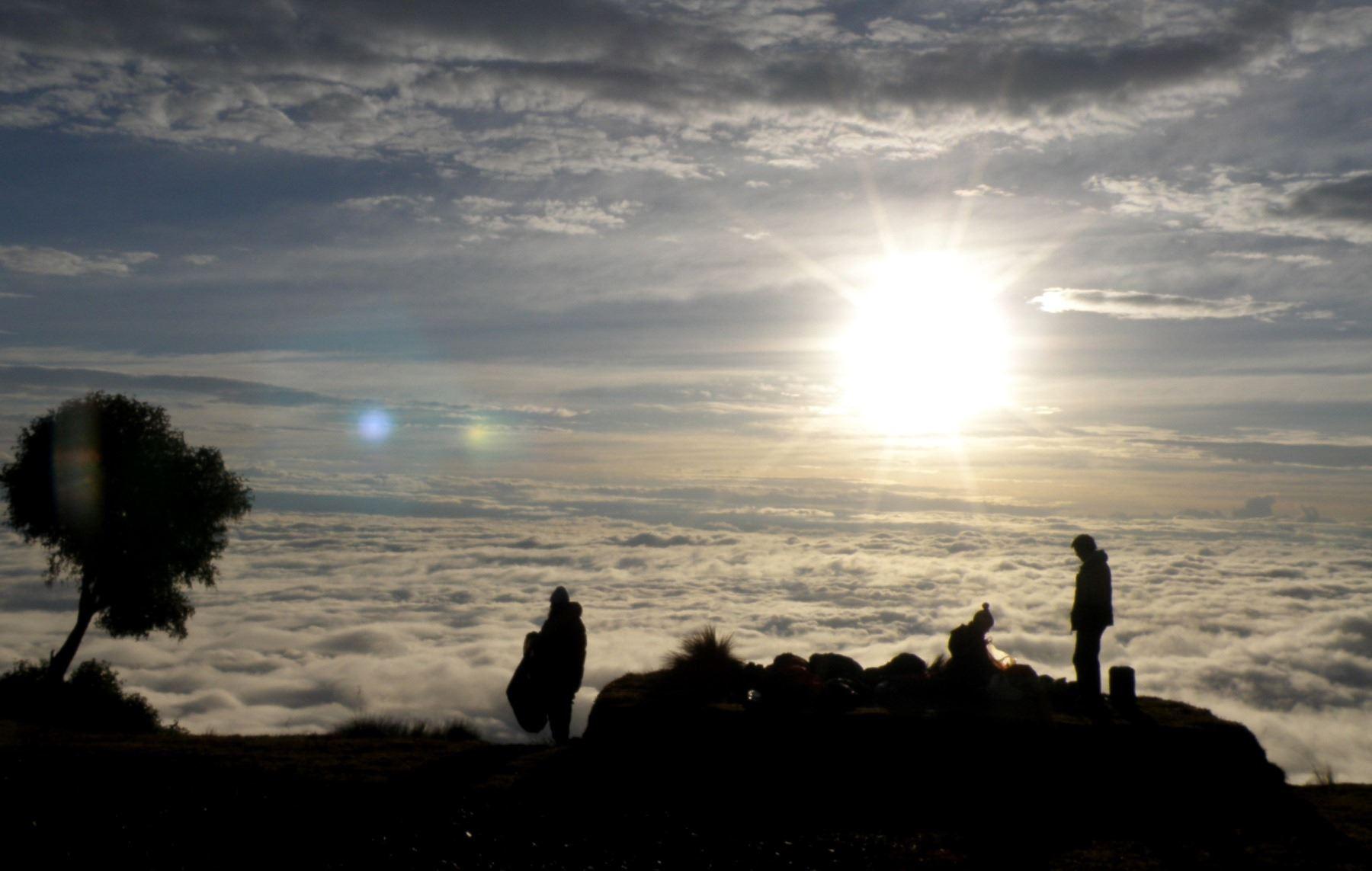 Impresionante vista de la salida del Sol en la zona de Tres Cruces, en Paucartambo, Cusco. ANDINA/Percy Hurtado.