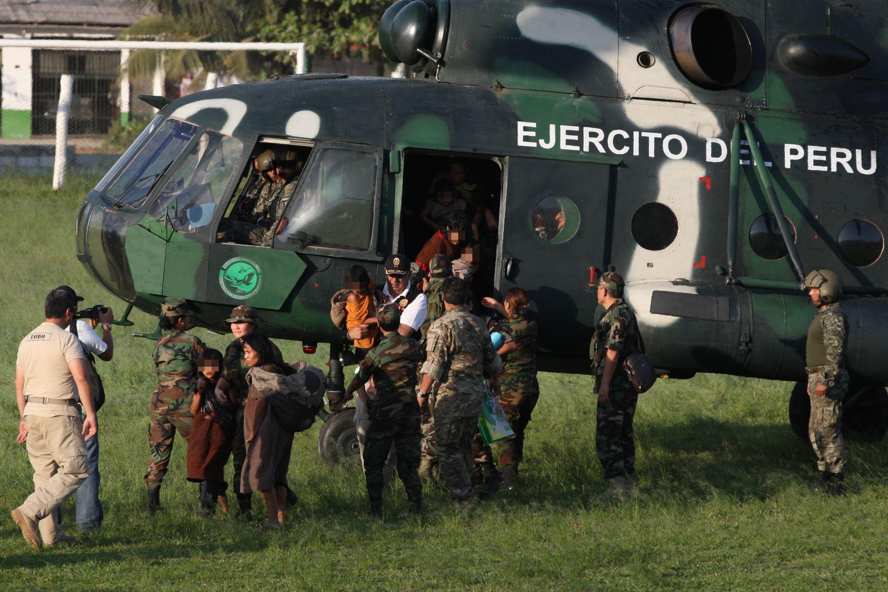Rescatan a niños y adultos de campamento terroristas en el Vraem. ANDINA/Héctor Vinces