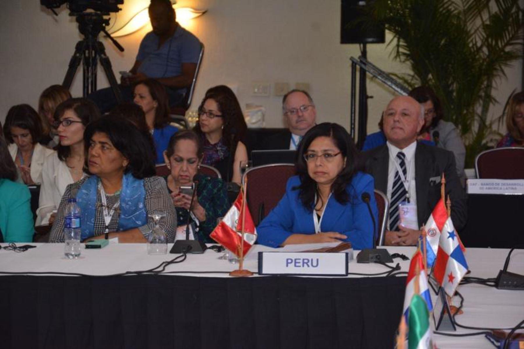 La ministra peruana de la Mujer y Poblaciones Vulnerables (MIMP), Marcela Huaita, participa en la 52º Reunión de la Mesa Directiva de la Conferencia Regional sobre la Mujer de América Latina y el Caribe, en Santo Domingo. ANDINA/Difusión