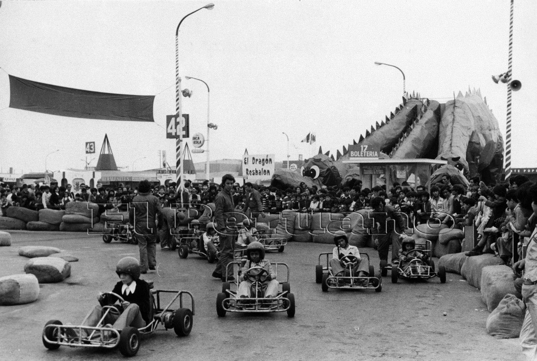Niños disfrutaban de los juegos mecánicos que se habilitaban. Foto: Archivo Histórico El Peruano.