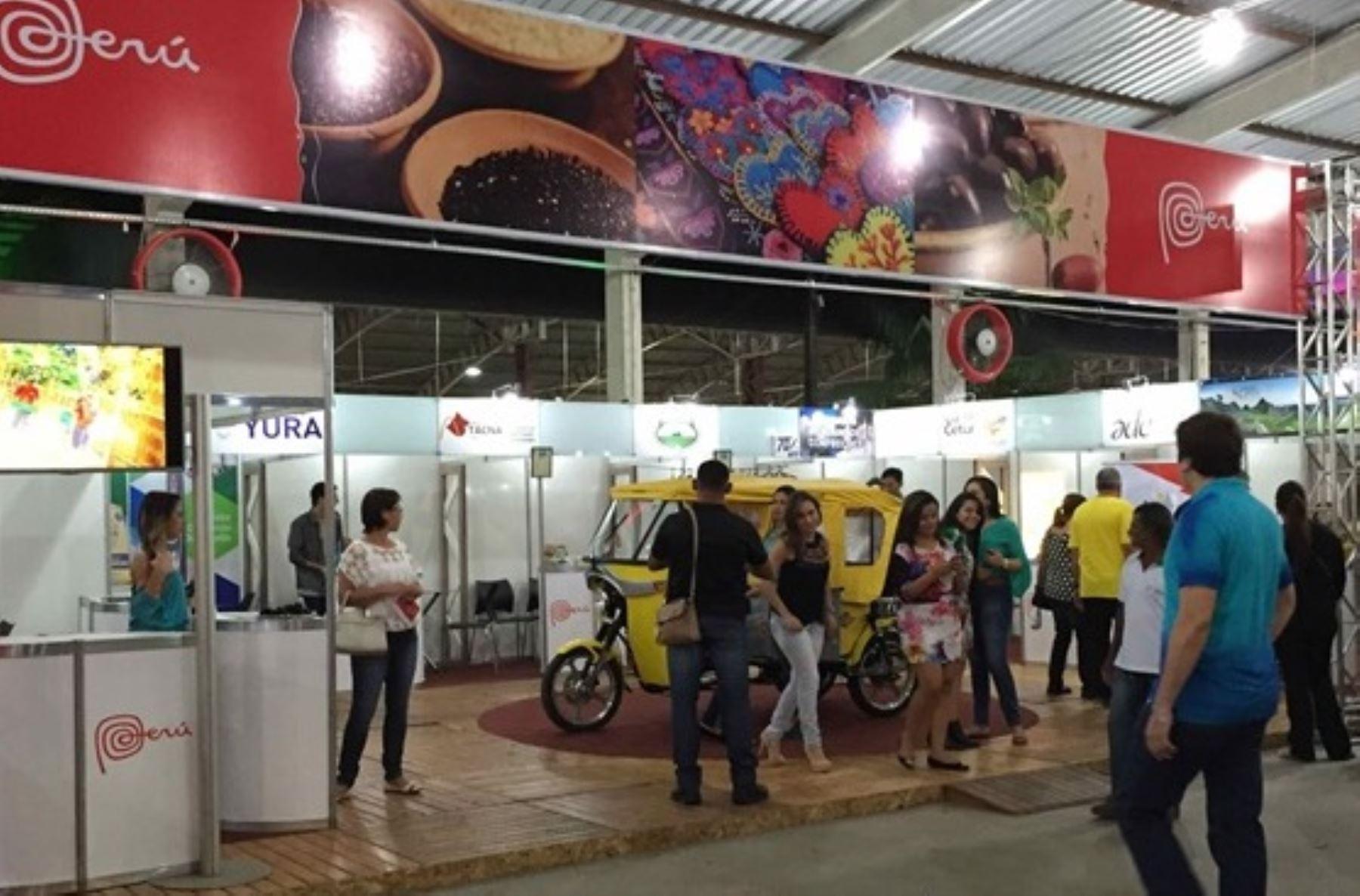 Stand peruano en Feria Expo Acre, realizado en Brasil. Foto: Mincetur.