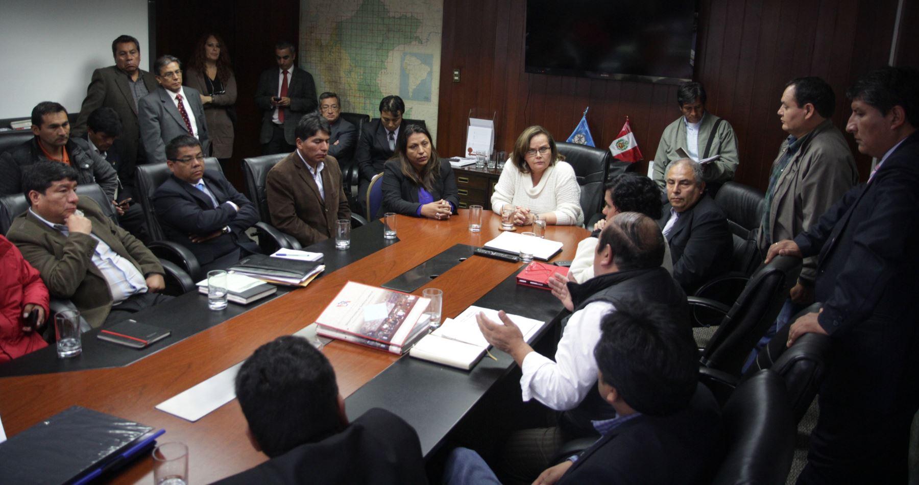 Continúa en Ministerio de Energía y Minas dialogo con trabajadores de La Oroya. Foto: Difusión.