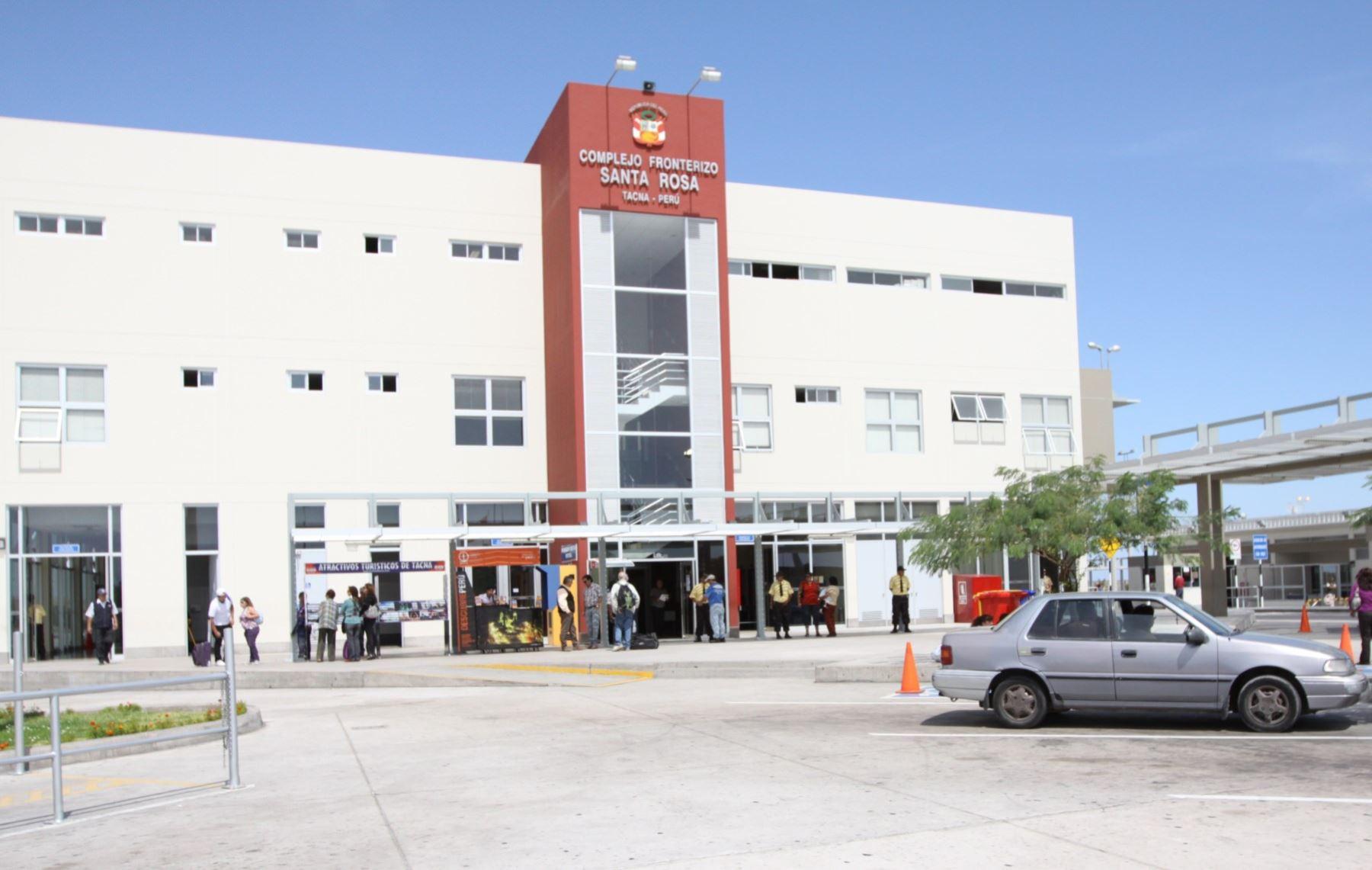 En el complejo fronterizo Santa Rosa, ubicado en Tacna, se incautó los bienes paleontológicos que pretendían ser sacados del país. ANDINA/Archivo