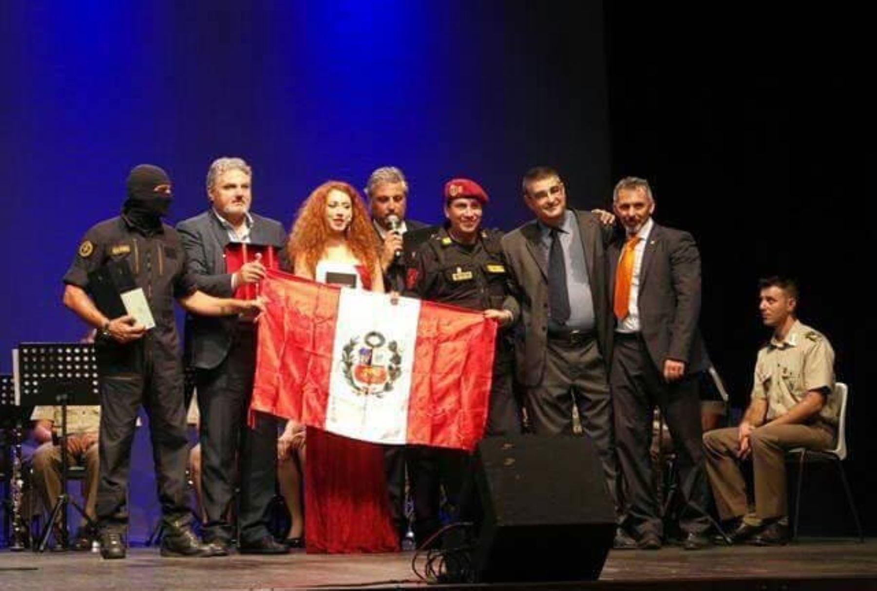 Película de policía payaso se estrena este jueves 27 en Lima.