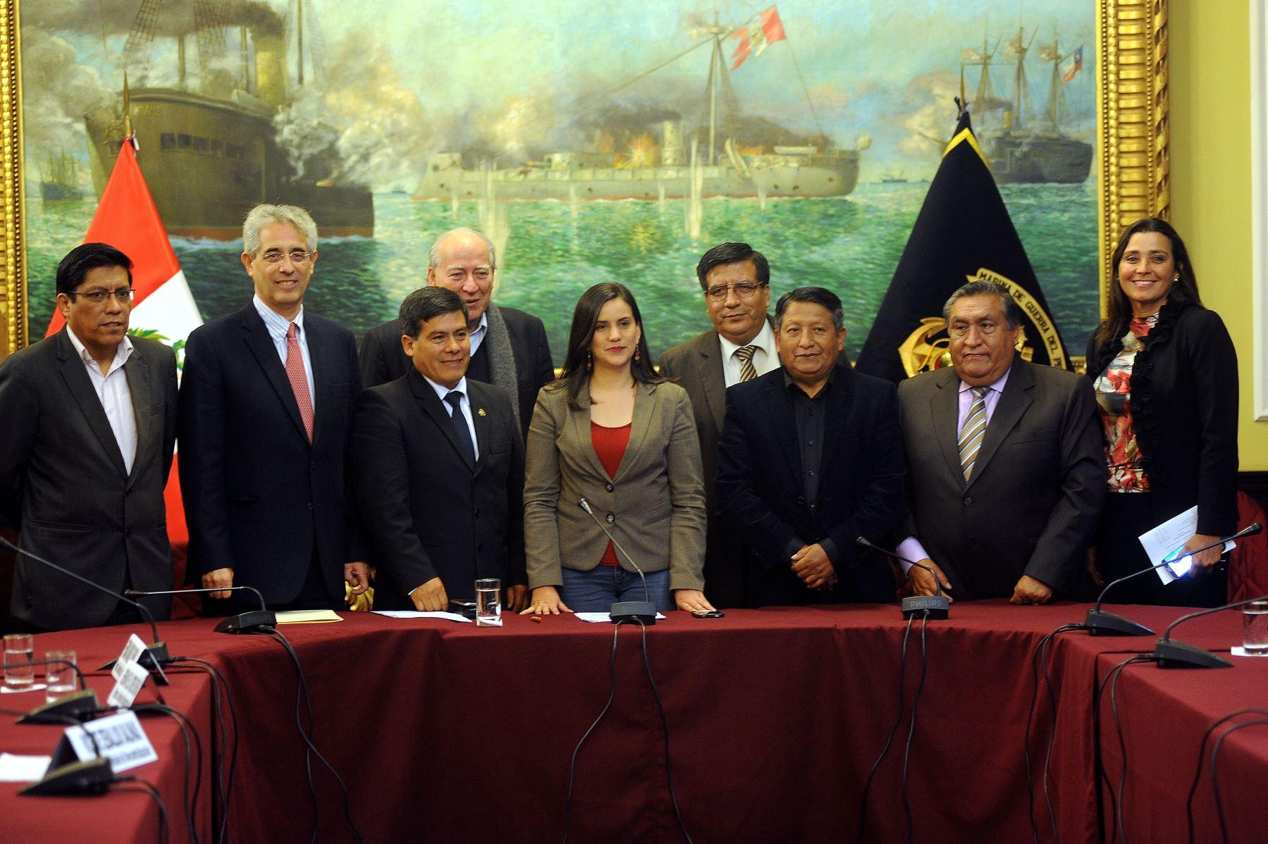 Instalación de la Comisión de Descentralización, cuyos miembros designaron a la legisladora Verónika Mendoza como presidente del grupo de trabajo. Difusión