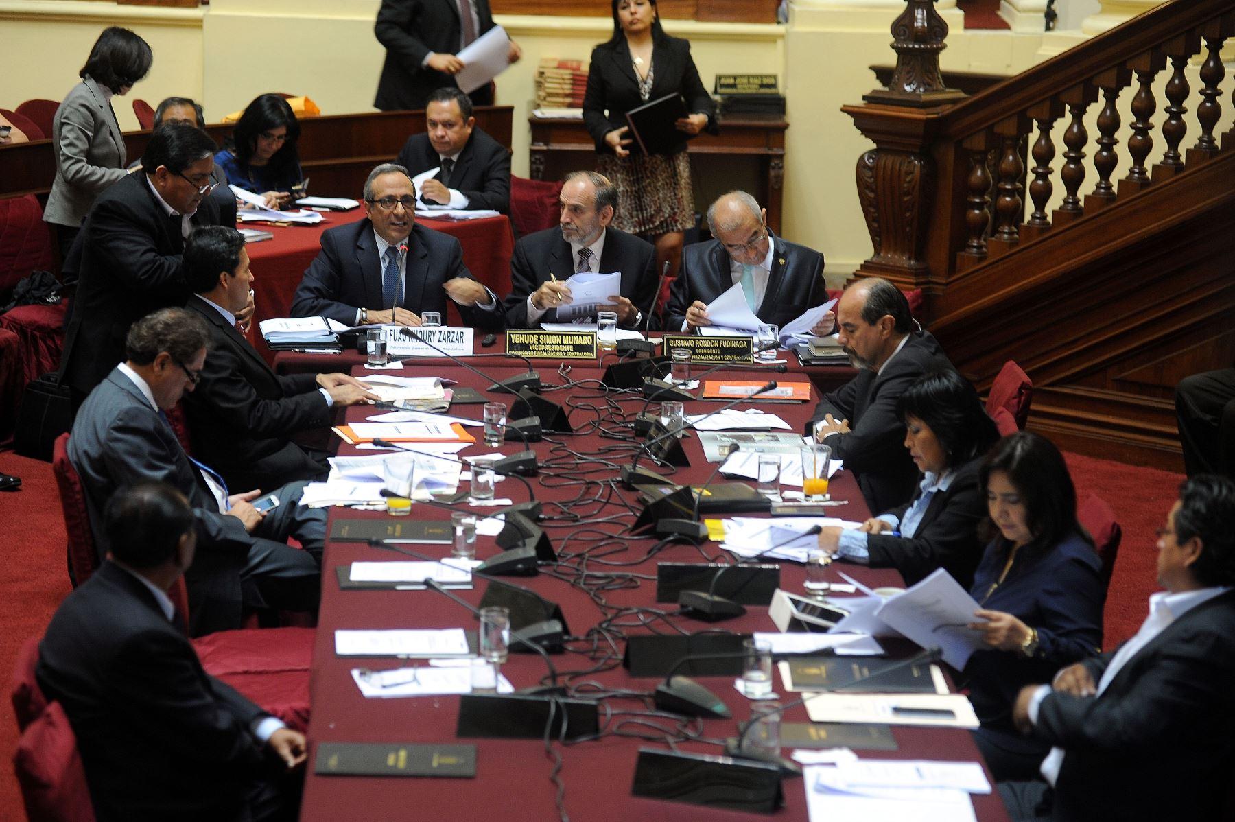Contralor Fuad Khoury se presentó en Comisión de Fiscalización del Congreso