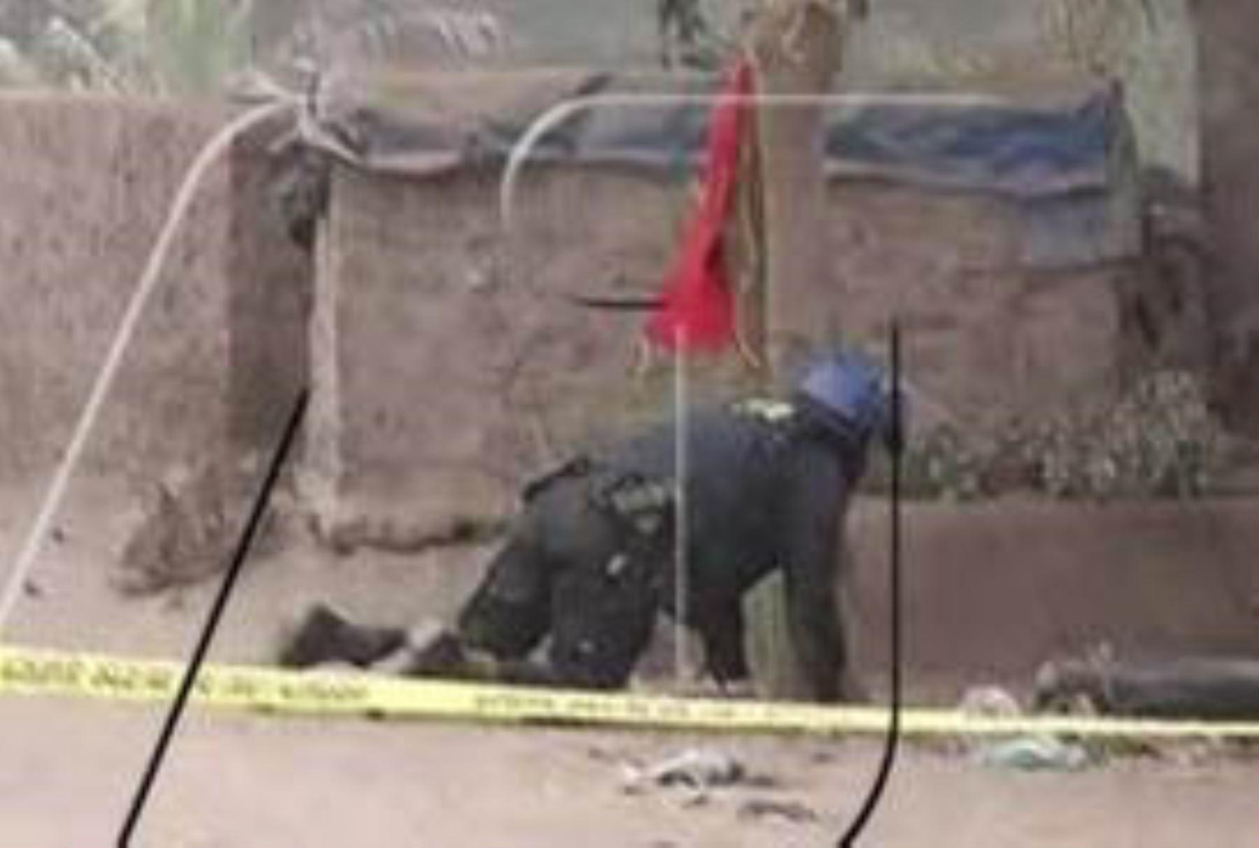 Especialistas de Udex detonan carga explosiva en zona de Jicamarca.