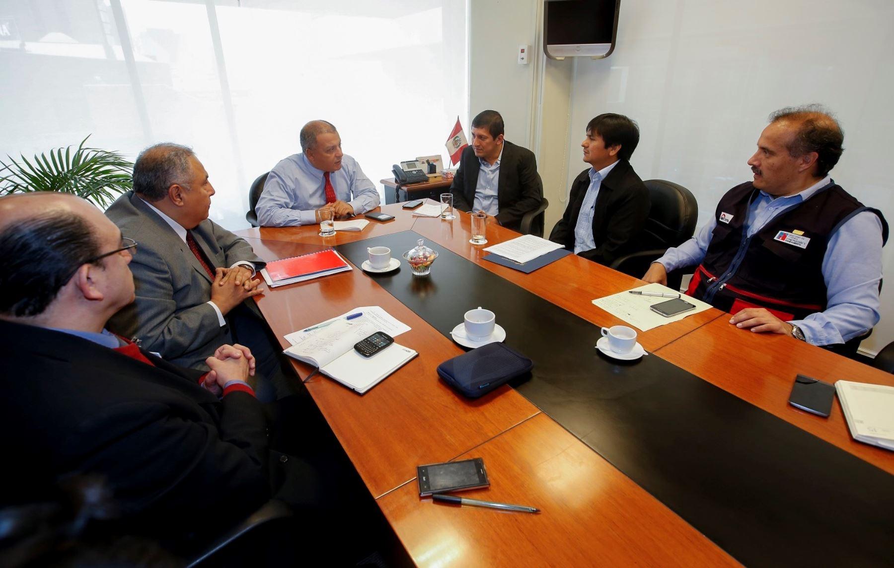 Ministro de Vivienda, Milton von Hesse, encabezó reunión con representantes de las comunidades indígenas de Loreto.