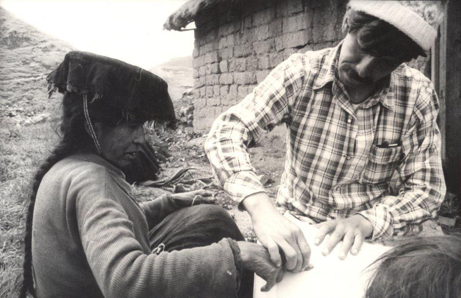 Mujer analfabeta votando. Foto: Difusión