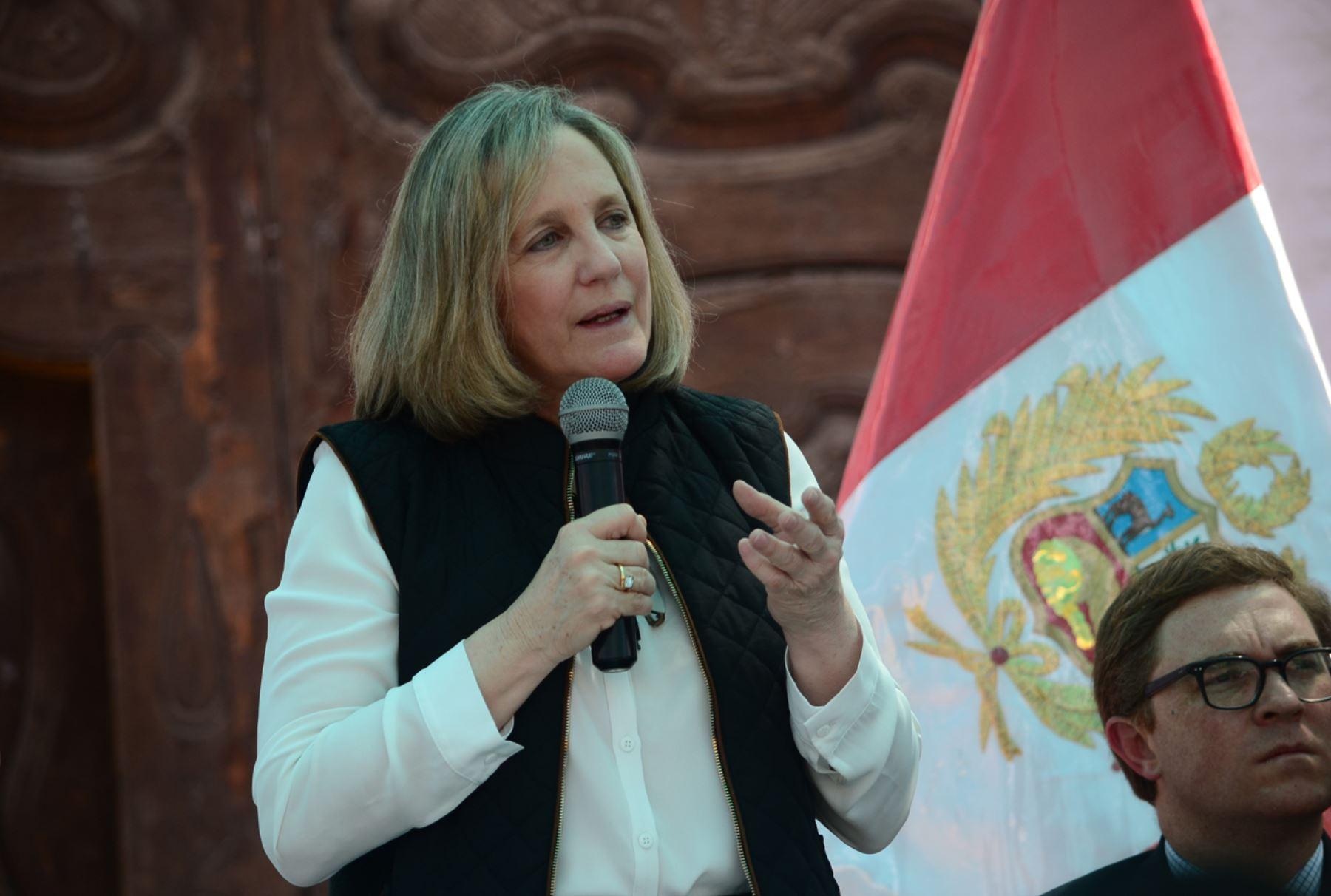 Ministra de Cultura Diana Álvarez-Calderón