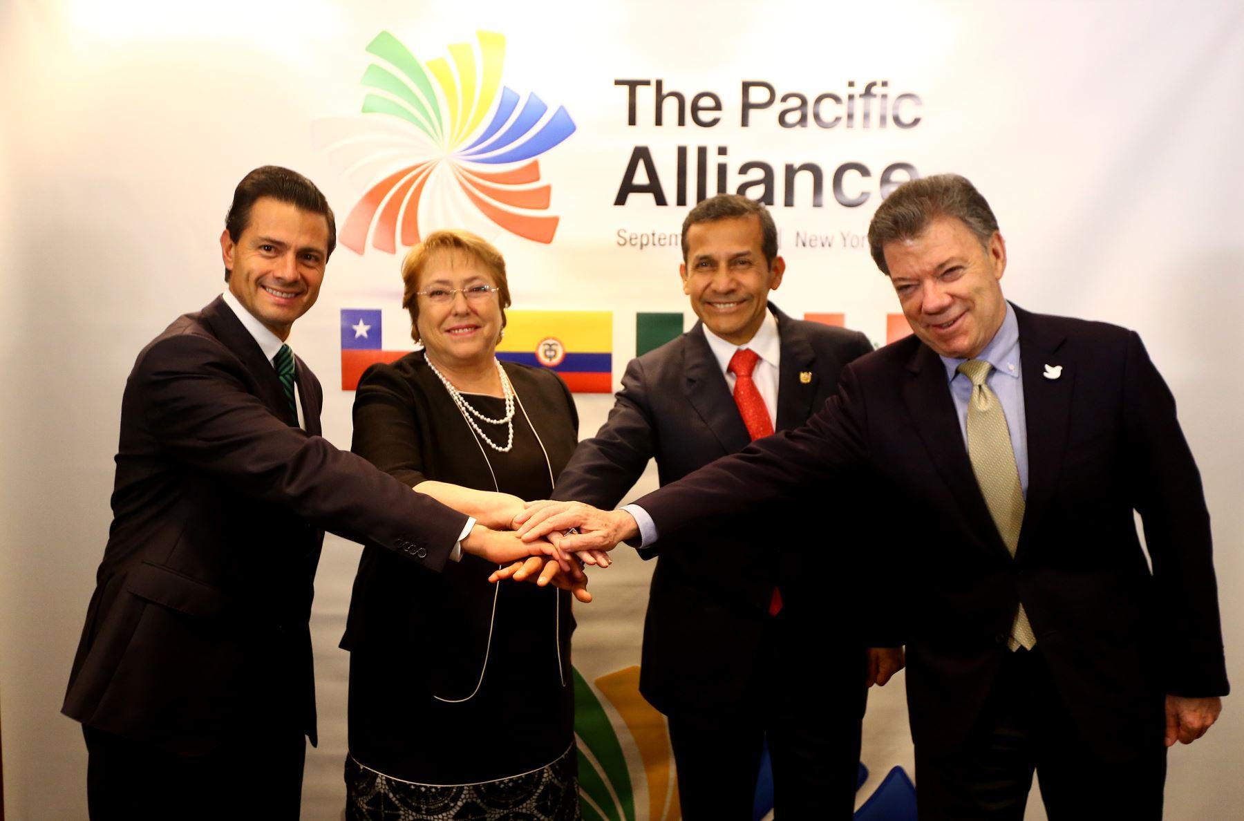 Presidentes de los países miembros de Alianza del Pacífico posan para la foto oficial tras reunirse en la ciudad de Nueva York.