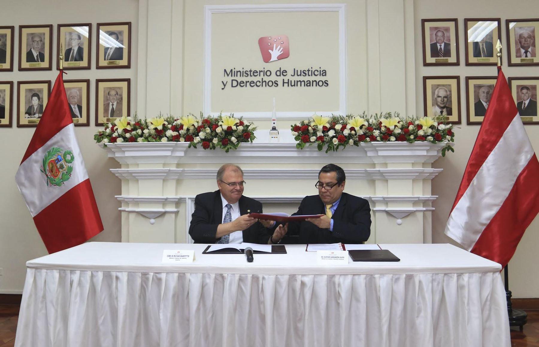 Memorándum firmado por el titular de Justicia, Gustavo Adrianzén Olaya, y su par de Austria, Wolfgang Brandstetter.