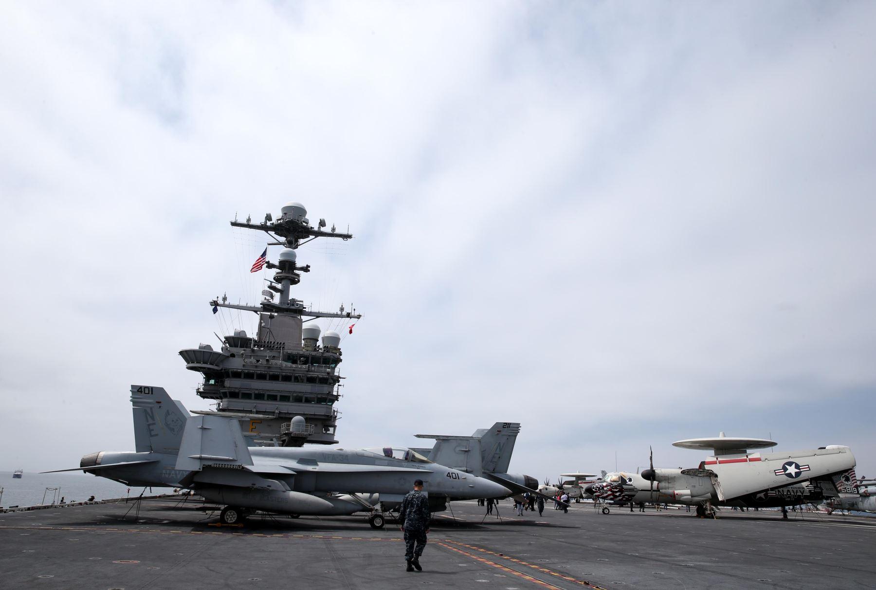 LIMA PERU, OCTUBRE 3.  El portaviones USS George Washington visita el Perú   para realizar ejercicios conjuntos e intercambios con la Armada Peruana, como parte  de la gira Mares del Sur 2015 que la Marina de los Estados Unidos realiza Foto: ANDINA/Melina Mejía