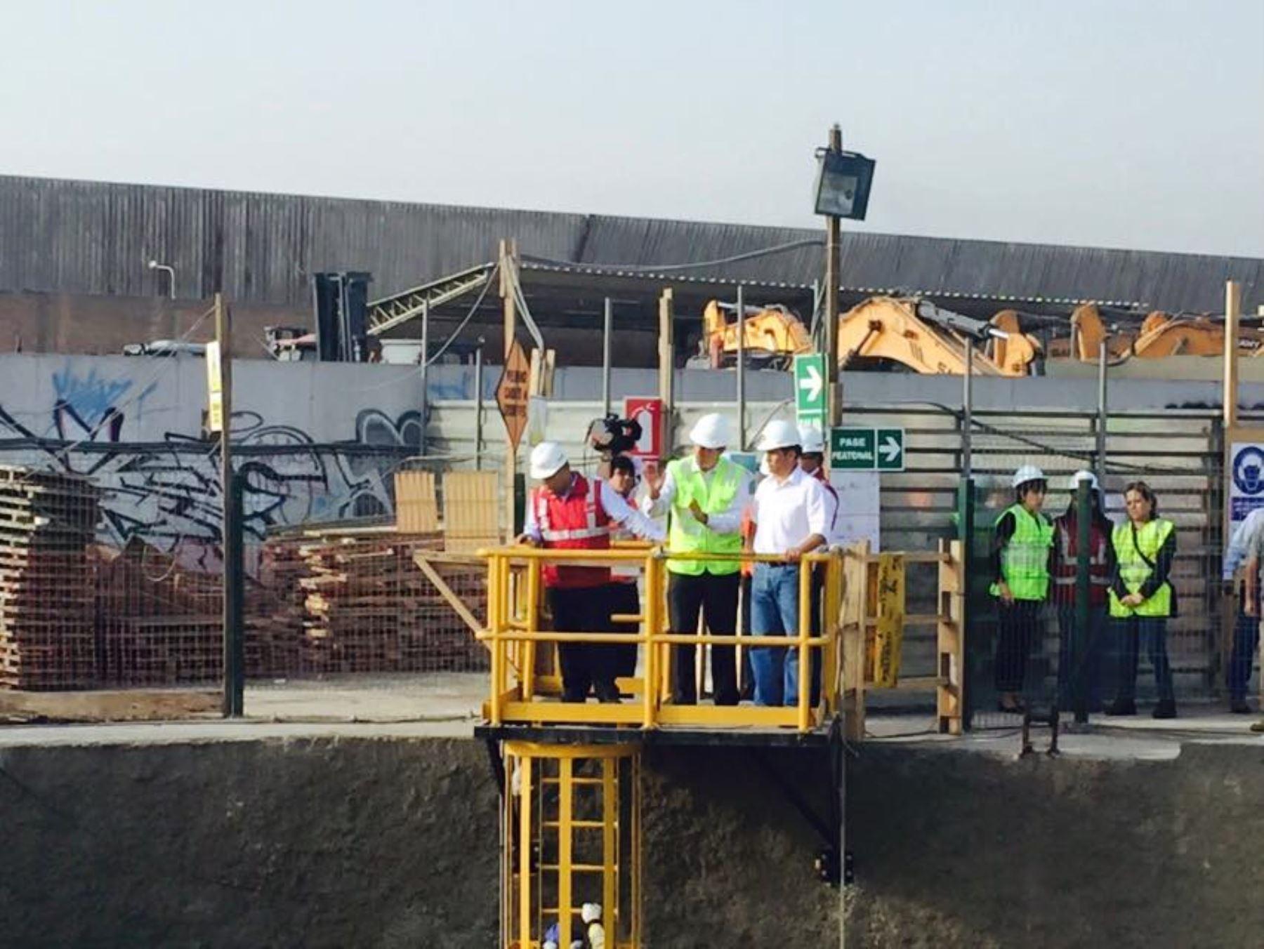 Visita de inspección del presidente Ollanta Humala, acompañado del titular del MTC José Gallardo, al proyecto de la Línea 2 del Metro de Lima. ANDINA/Difusión