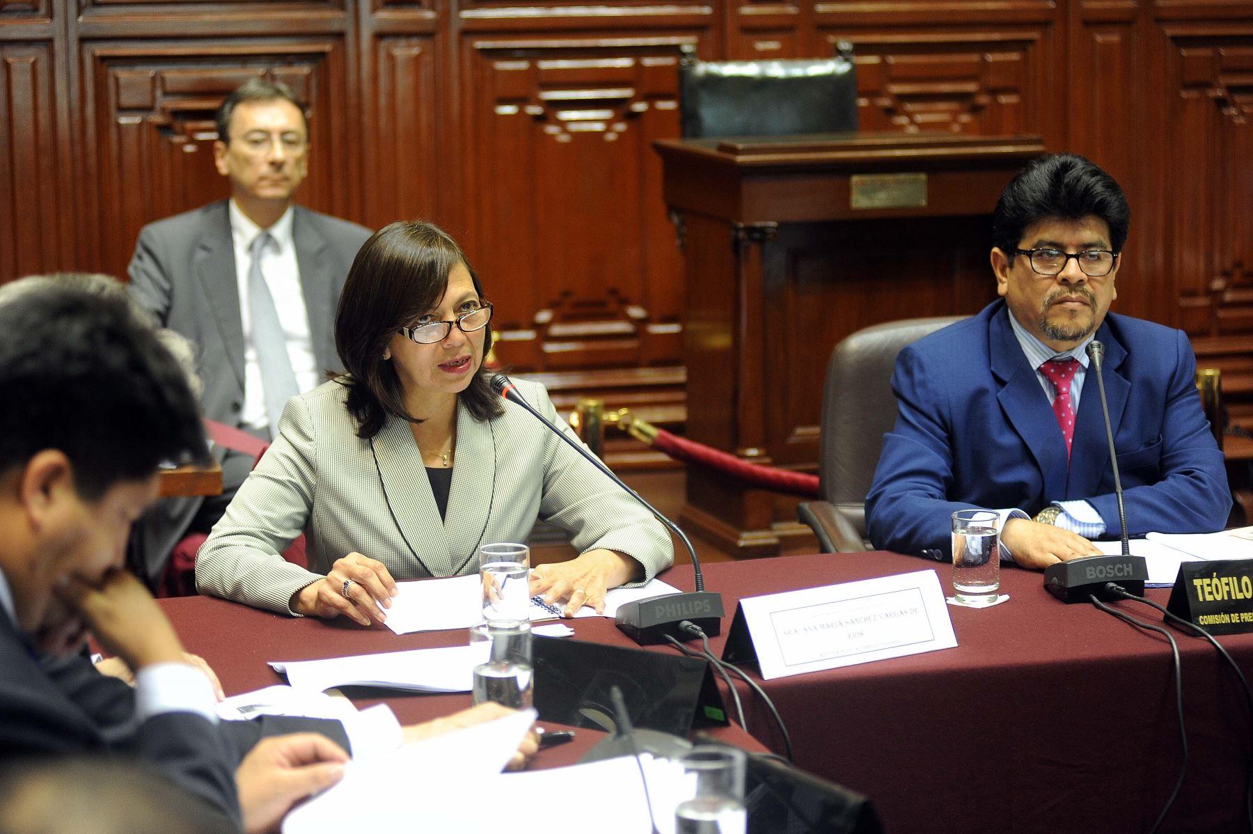 La ministra de Relaciones Exteriores, Ana María Sánchez, ante la Comisión de Presupuesto, que preside el congresista Teófilo Gamarra. ANDINA/Difusión